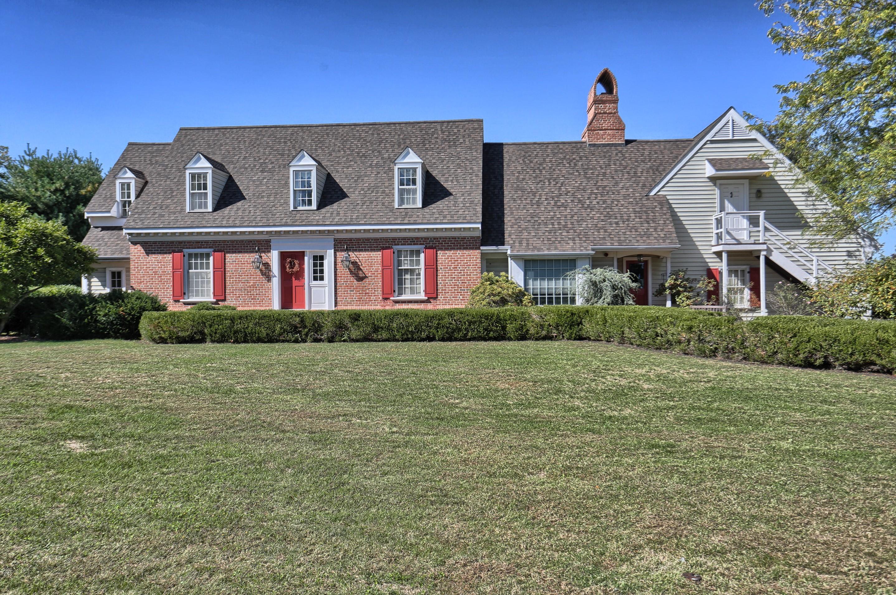 独户住宅 为 销售 在 714 Buckwood Lane 立提兹市, 17543 美国