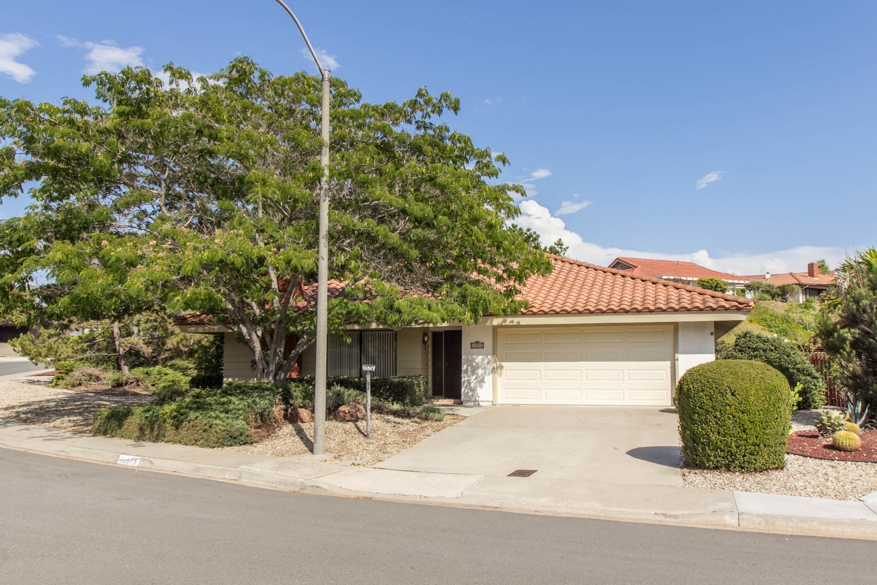 Maison unifamiliale pour l Vente à 12575 Camino Emparrado San Diego, Californie 92128 États-Unis