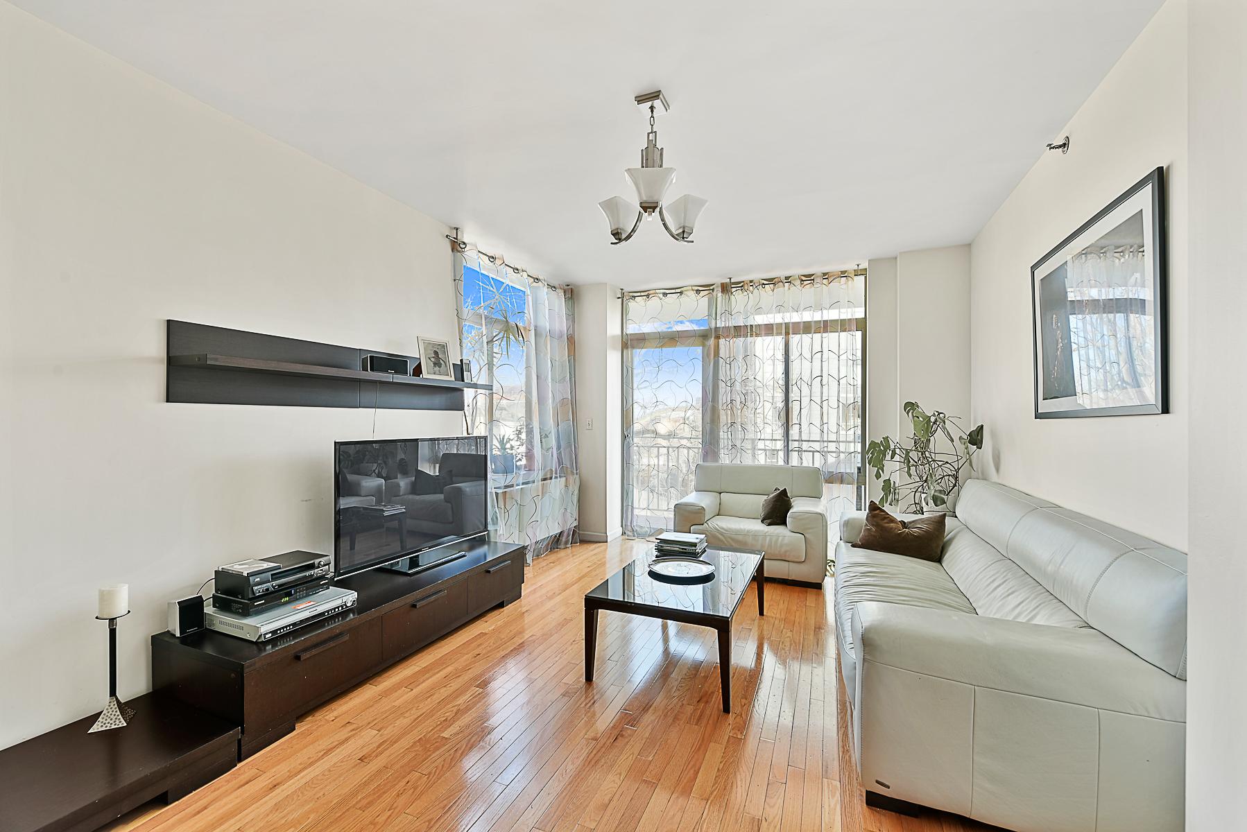 Condomínio para Venda às Sun-filled 3 BR Condo with Terrace 3625 Oxford Avenue 4A Riverdale, Nova York, 10463 Estados Unidos