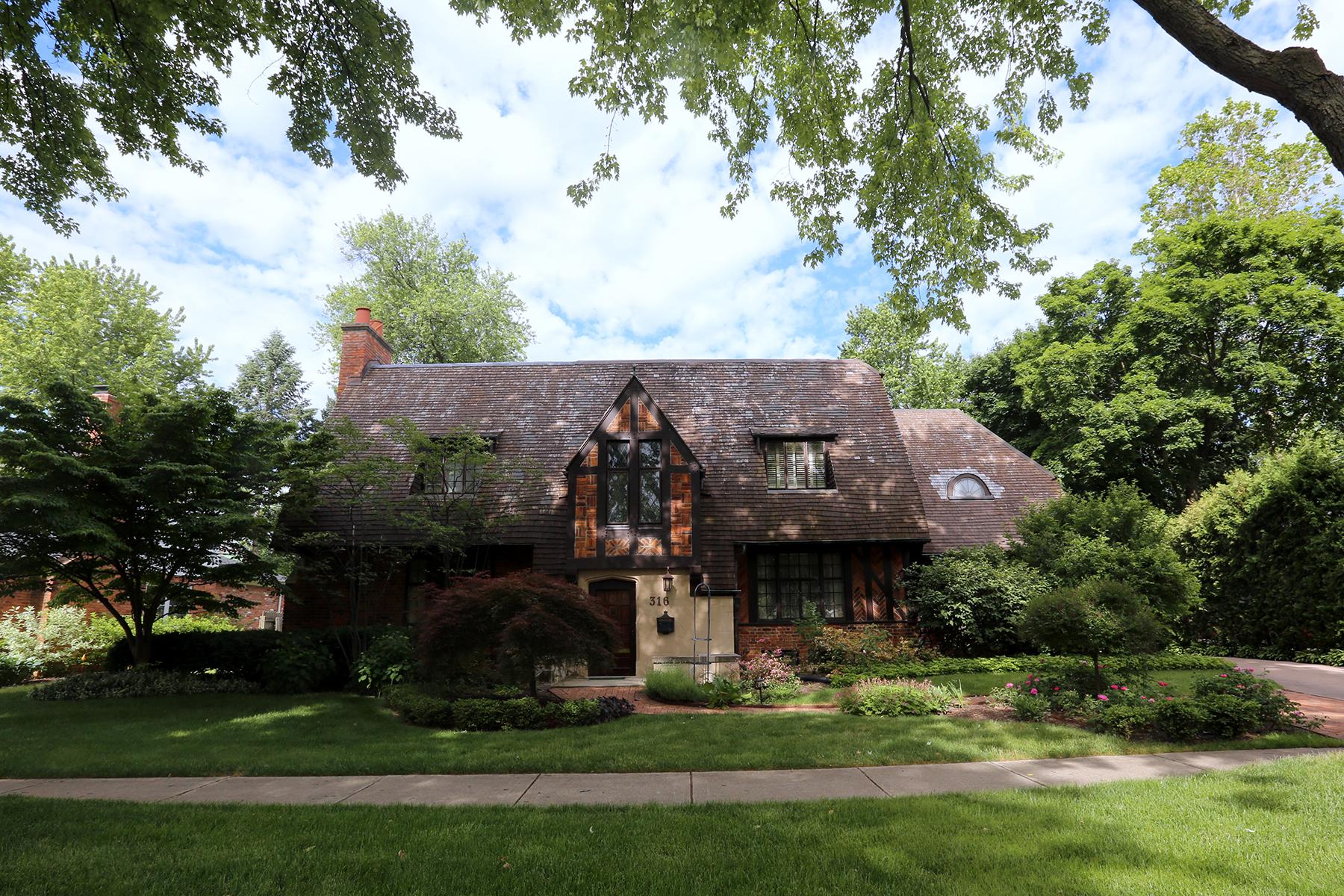 Nhà ở một gia đình vì Bán tại Birmingham 316 S Glenhurst Drive Birmingham, Michigan, 48009 Hoa Kỳ