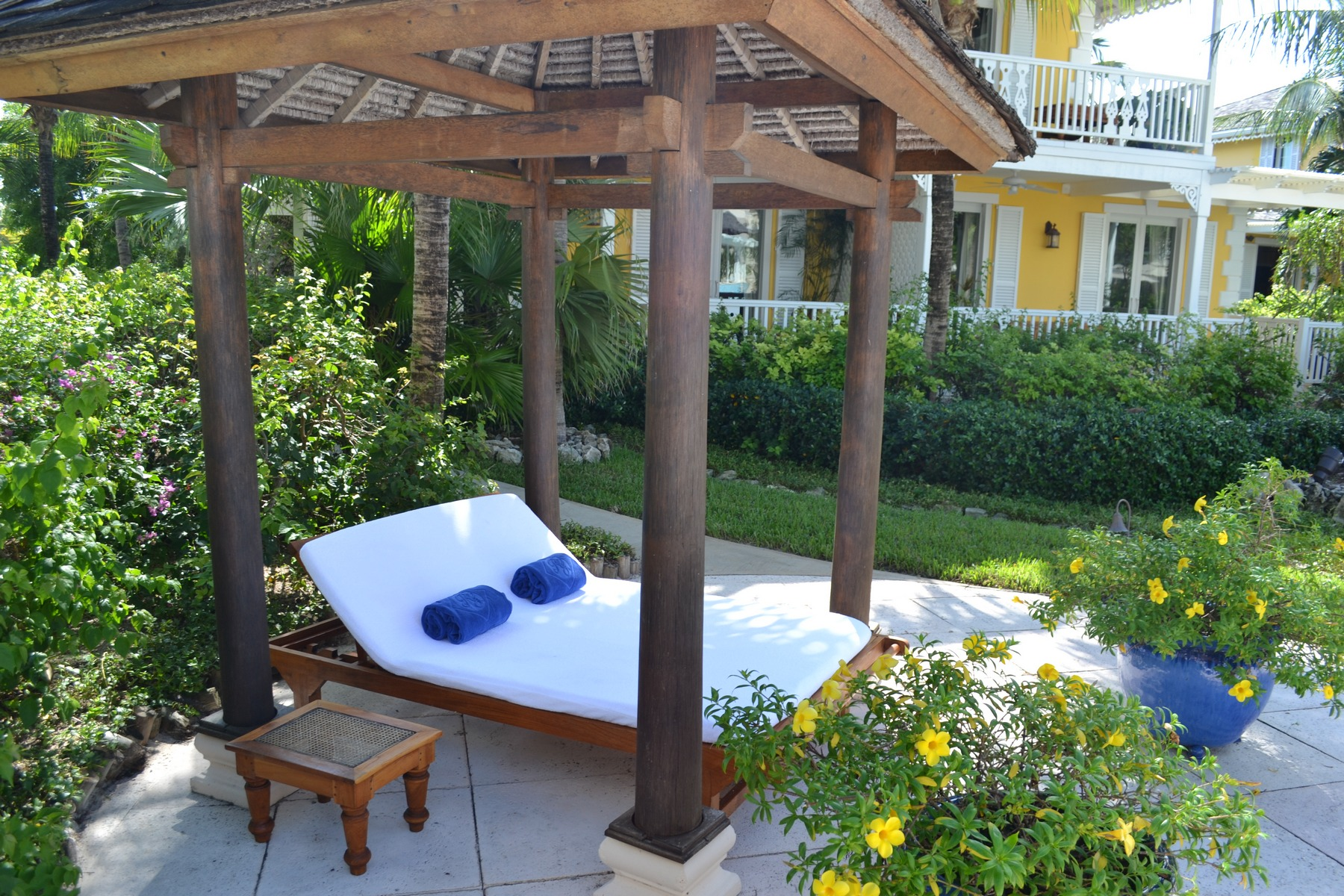 Additional photo for property listing at Point Grace Suite E102 Oceanfront 格蕾斯湾, 普罗维登夏 TCI BWI 特克斯和凯科斯群岛