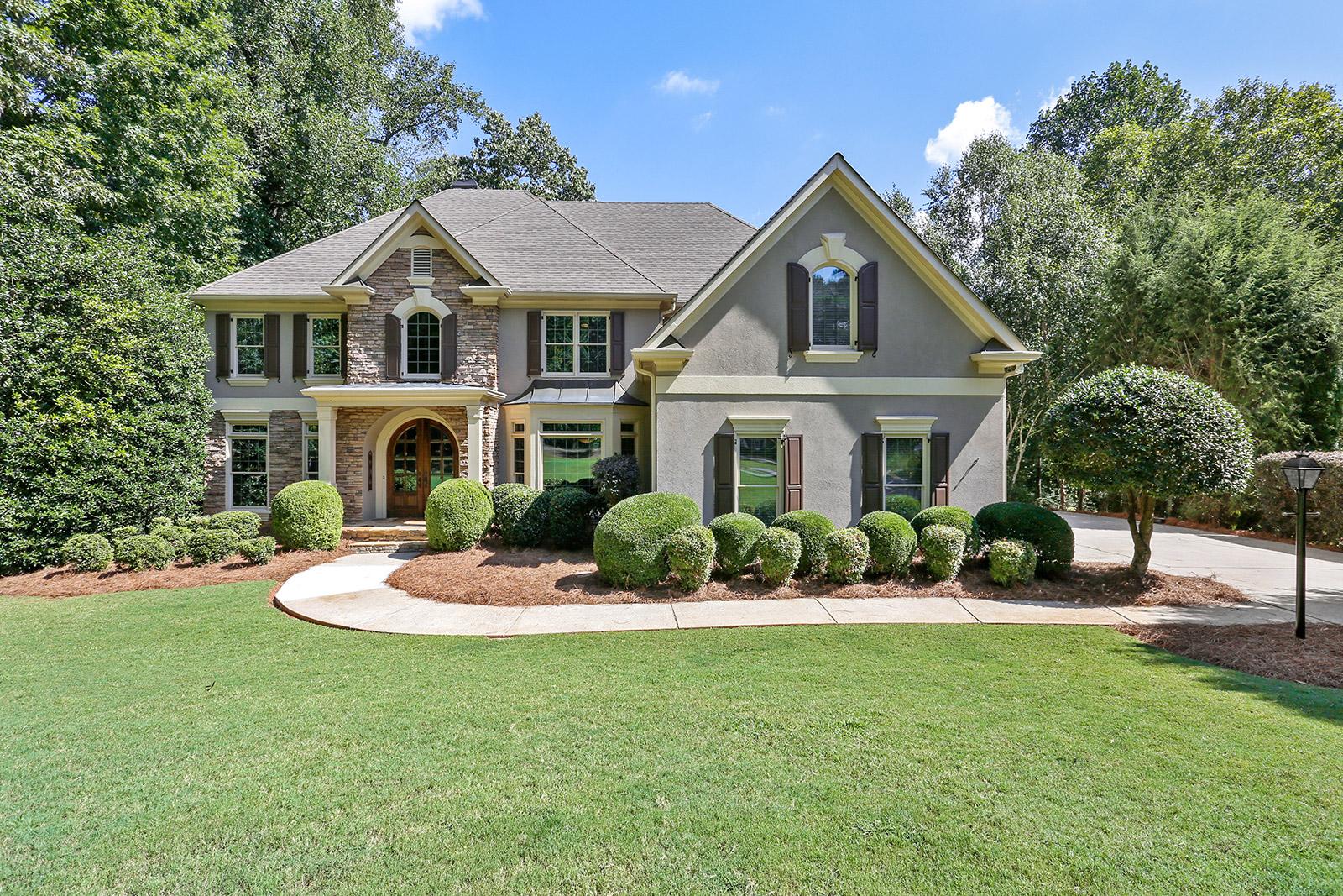 Vivienda unifamiliar por un Venta en Impeccably Maintained Home in White Columns 875 Hampton Bluff Drive Alpharetta, Georgia 30004 Estados Unidos