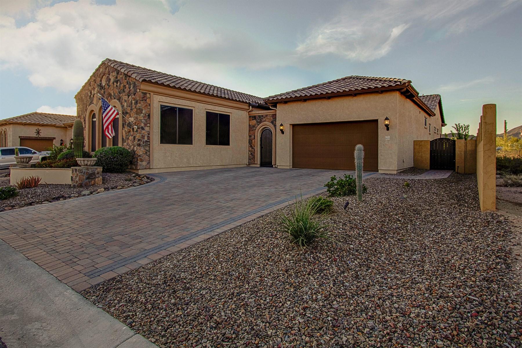 Maison unifamiliale pour l Vente à One of a kind hone with jaw dropping views 8458 E Laurel St Mesa, Arizona, 85207 États-Unis