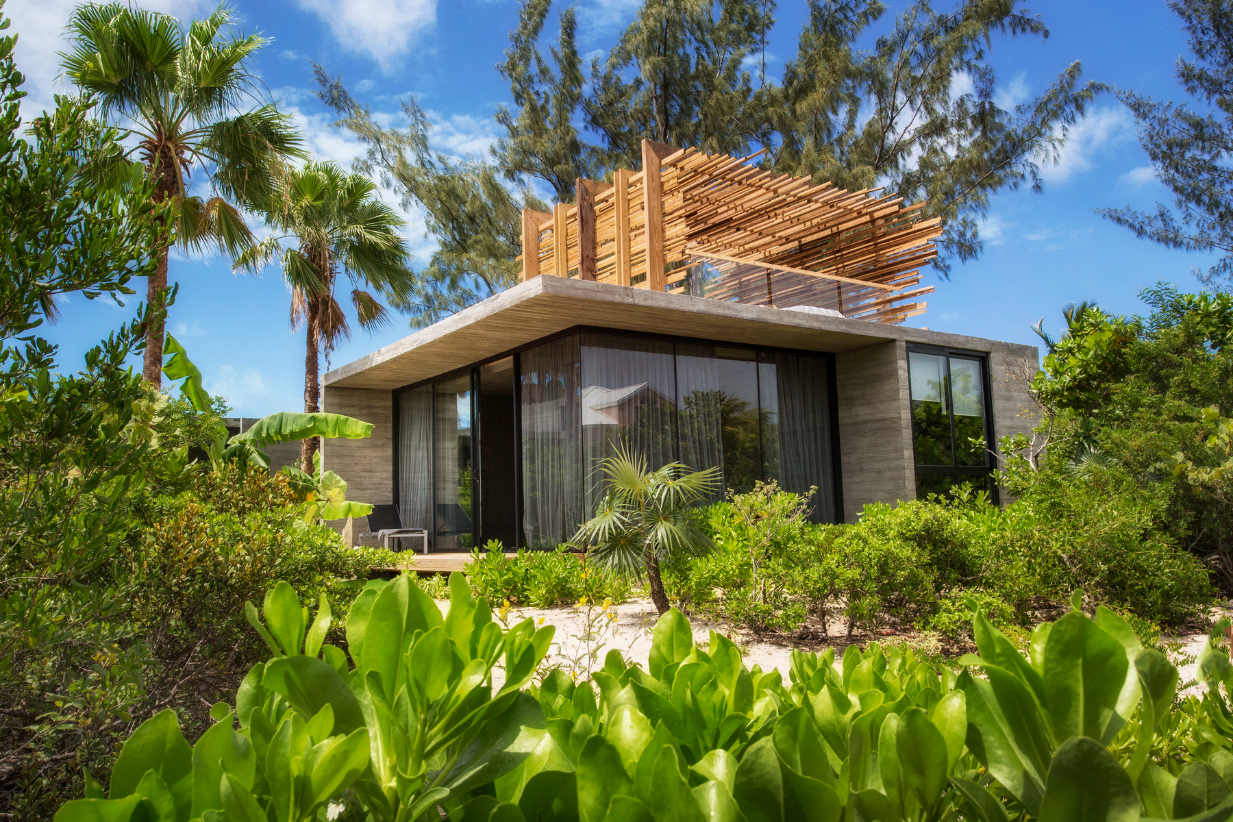 Additional photo for property listing at Islander Villa Garden View Grace Bay, Providenciales TCI Turks And Caicos Islands