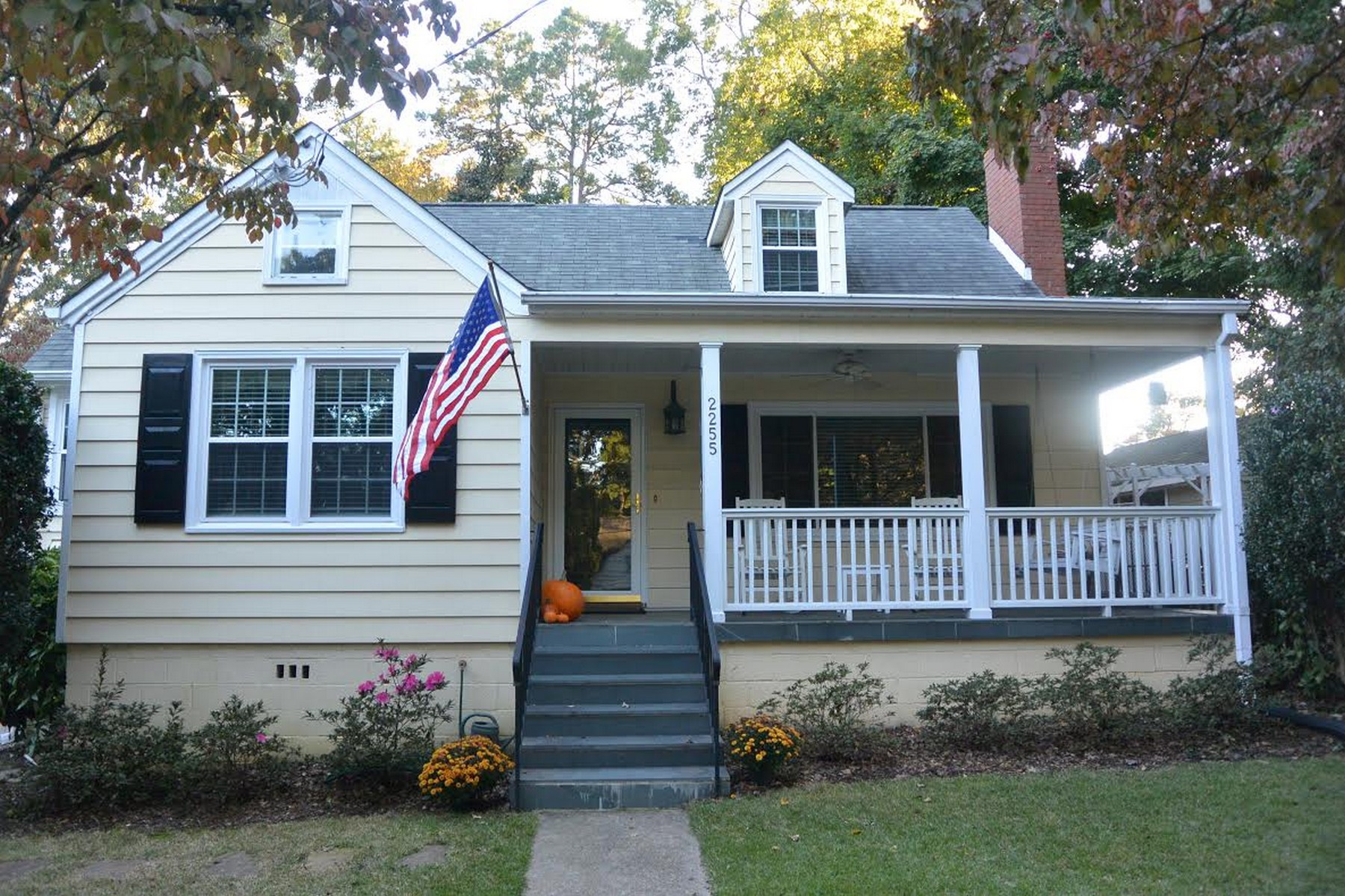 Single Family Home for Sale at Bloomsbury Charmer 2255 The Circle Raleigh, North Carolina 27608 United States
