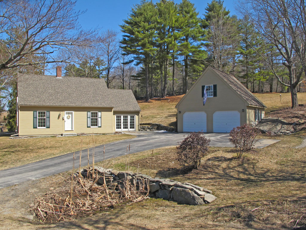 Single Family Home for Sale at 8 Lincoln Lane Newcastle, Maine 04553 United States