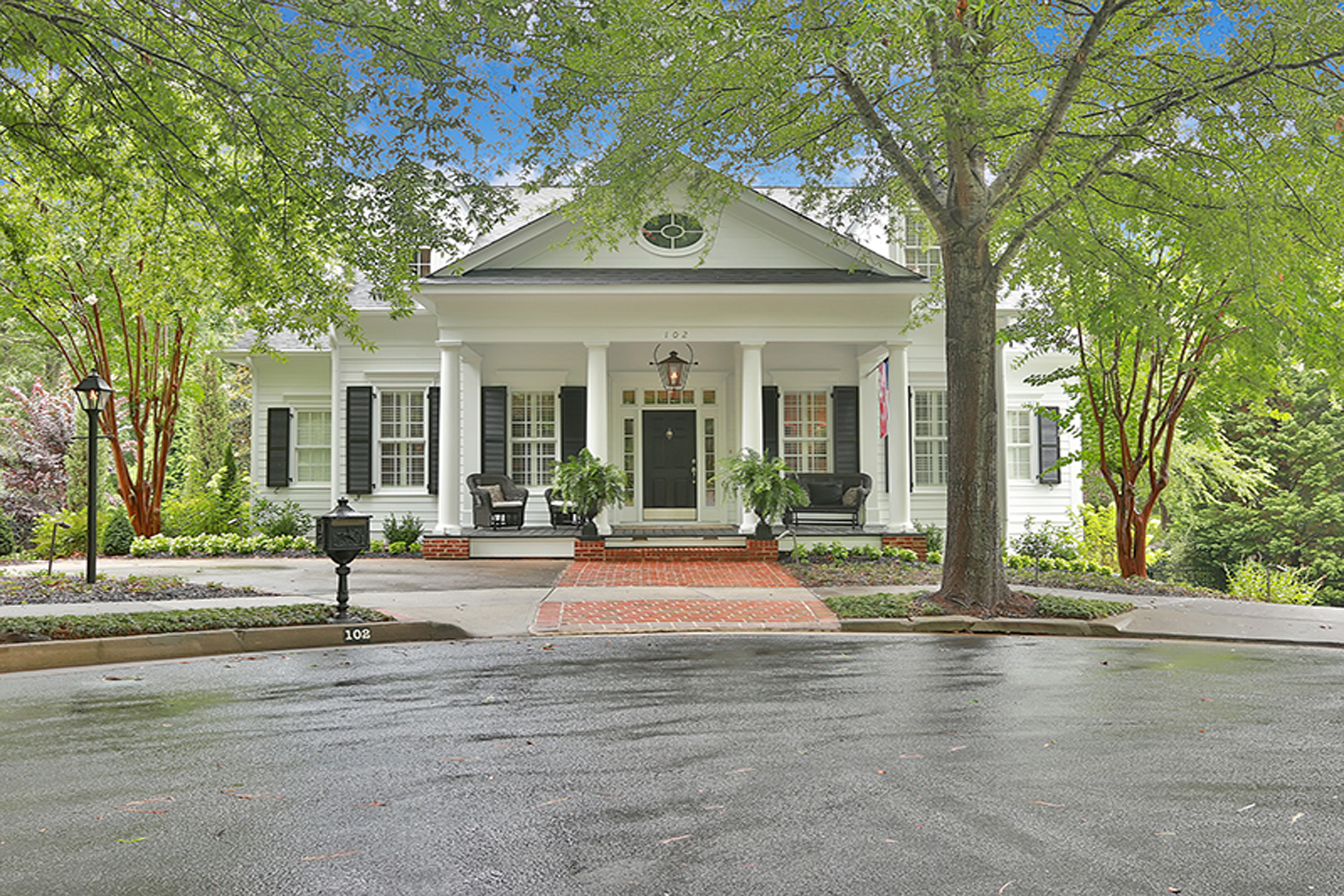 Vivienda unifamiliar por un Venta en Extraordinary North Cove Home with Sophisticated Decor 102 North Cove Drive Peachtree City, Georgia 30269 Estados Unidos