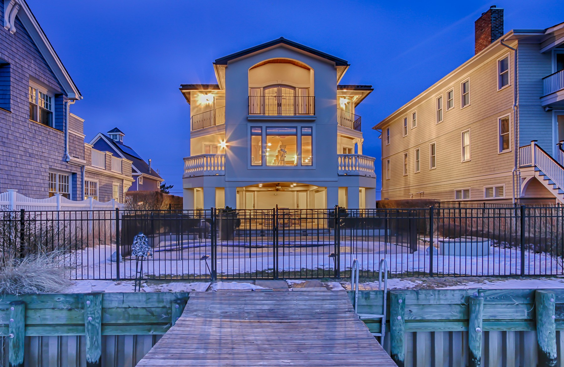 Villa per Vendita alle ore Beautiful Waterfront Home 314 Ocean Avenue Sea Bright, New Jersey, 07760 Stati Uniti