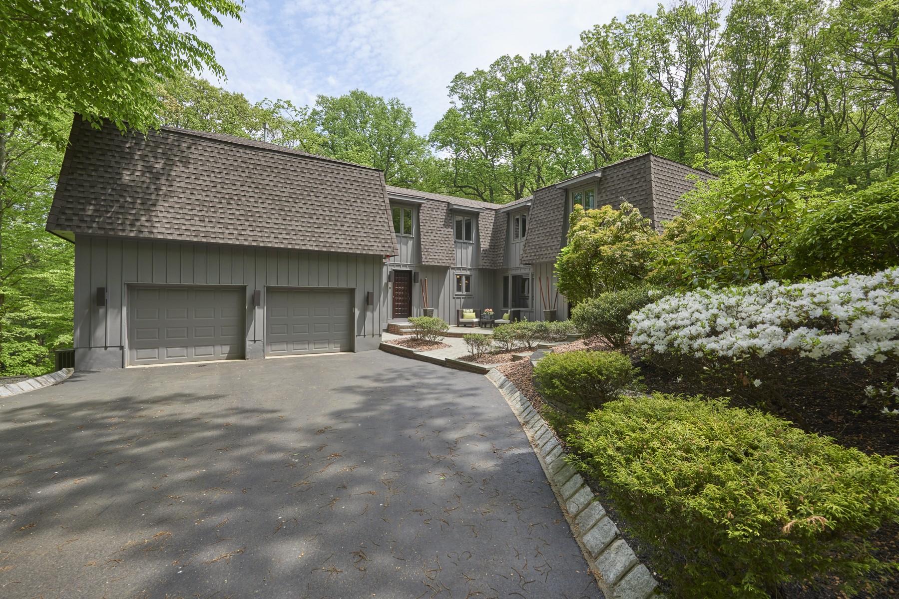 Maison unifamiliale pour l Vente à Artfully Designed Retreat 5 Twin Brooks Court Holmdel, New Jersey 07733 États-Unis