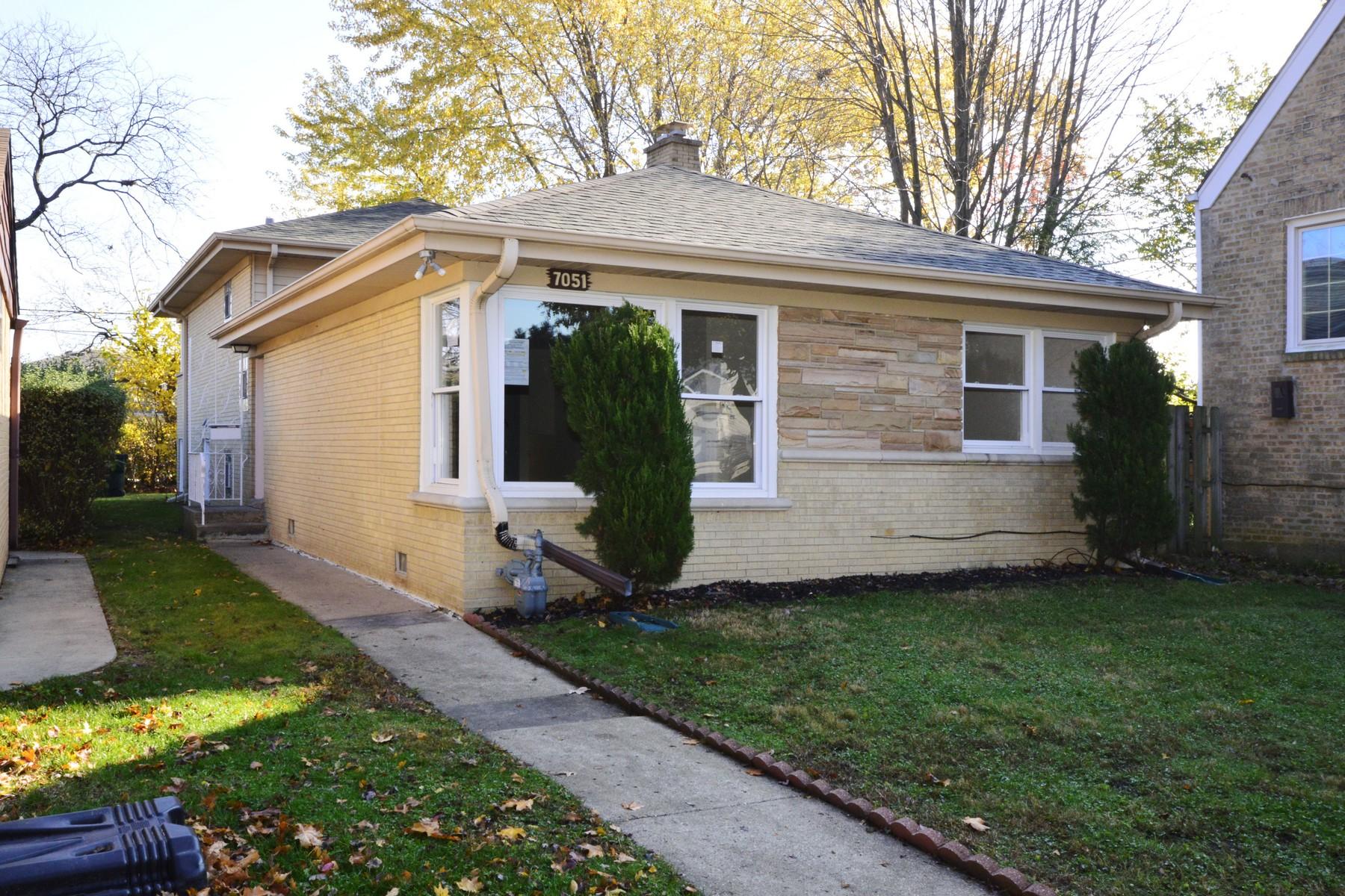 단독 가정 주택 용 매매 에 Truly Wonderful Home Offers Great Space And Updates 7051 Keystone Avenue Lincolnwood, 일리노이즈, 60712 미국