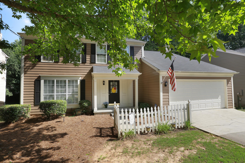 Moradia para Venda às Move-in Ready Renovated Home in Johns Creek 4935 Tanner Spring Drive Alpharetta, Geórgia 30022 Estados Unidos