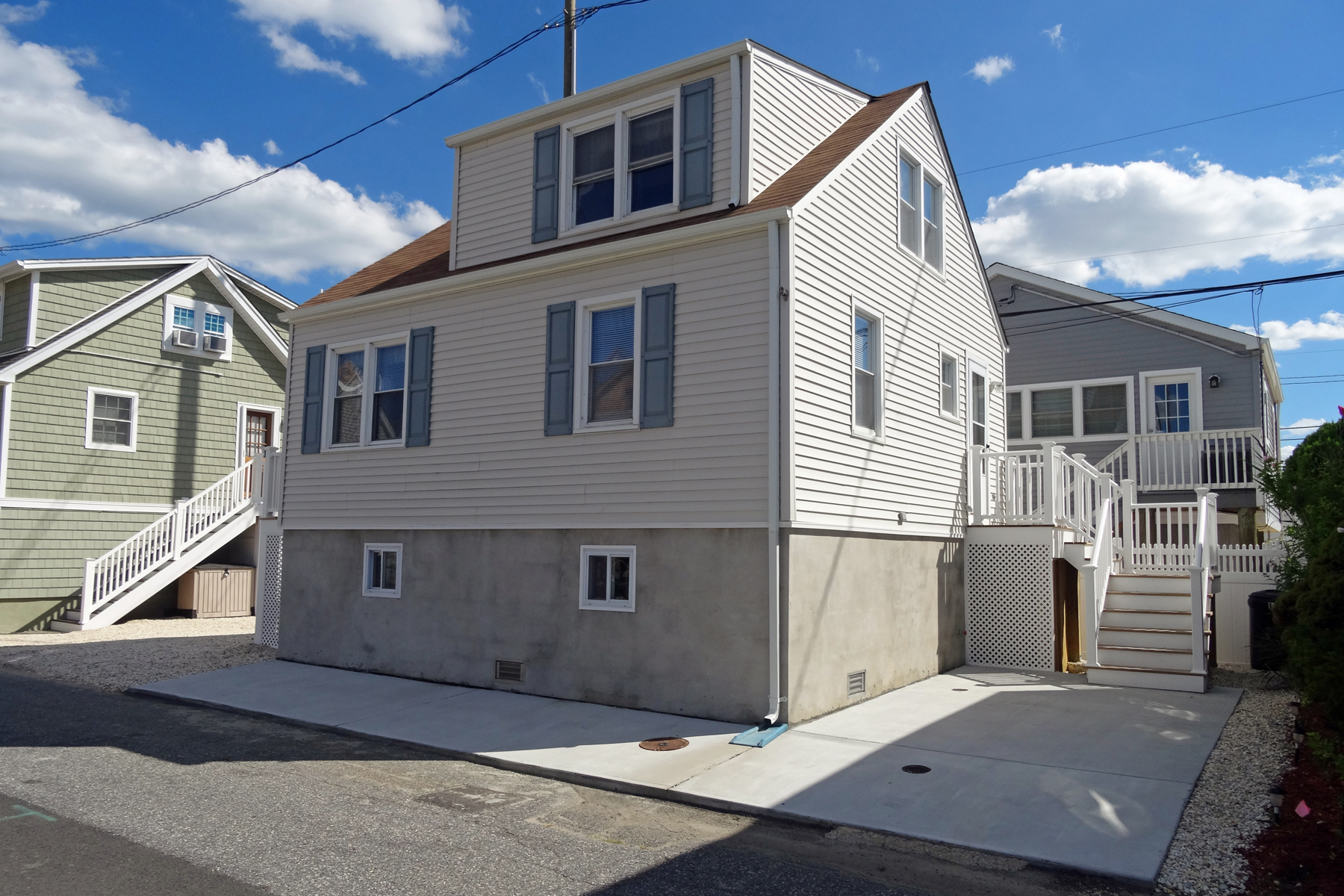 Maison unifamiliale pour l Vente à Completely Renovated Home 167 W Beach Way Lavallette, New Jersey, 08735 États-Unis
