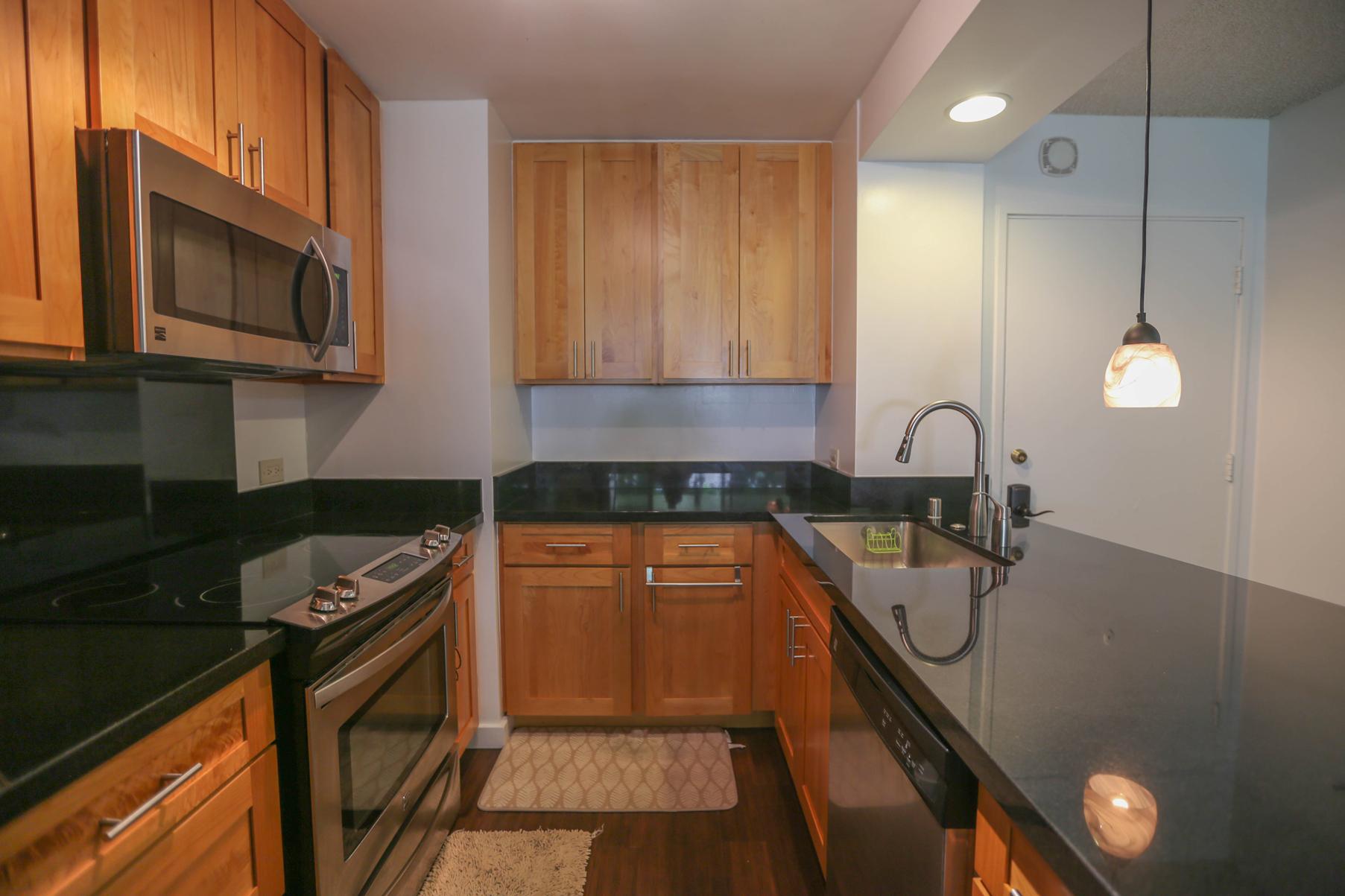 Condomínio para Venda às Unique Urban Retreat 3161 Ala Ilima Street #207 Honolulu, Havaí, 96813 Estados Unidos