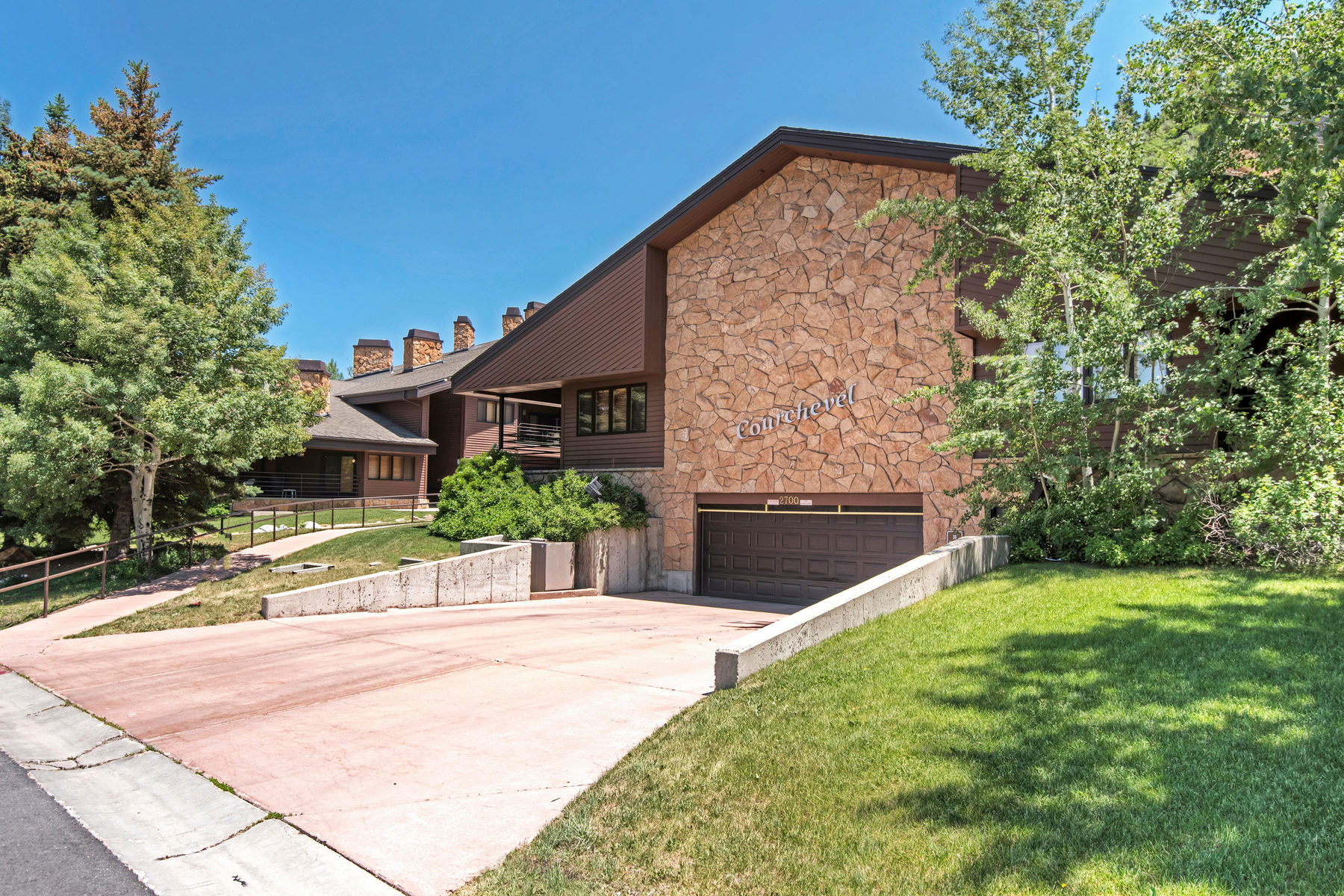 Piso por un Venta en Recently Updated Courchevel Unit in a Very Desirable Location 2700 Deer Valley Dr #C204 Park City, Utah, 84060 Estados Unidos