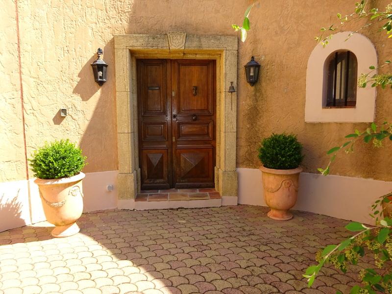 Single Family Home for Sale at Aix en Provence 30 minutes. Belle propriété provençale de 400 m² habitables avec Aix-En-Provence, Provence-Alpes-Cote D'Azur 13100 France
