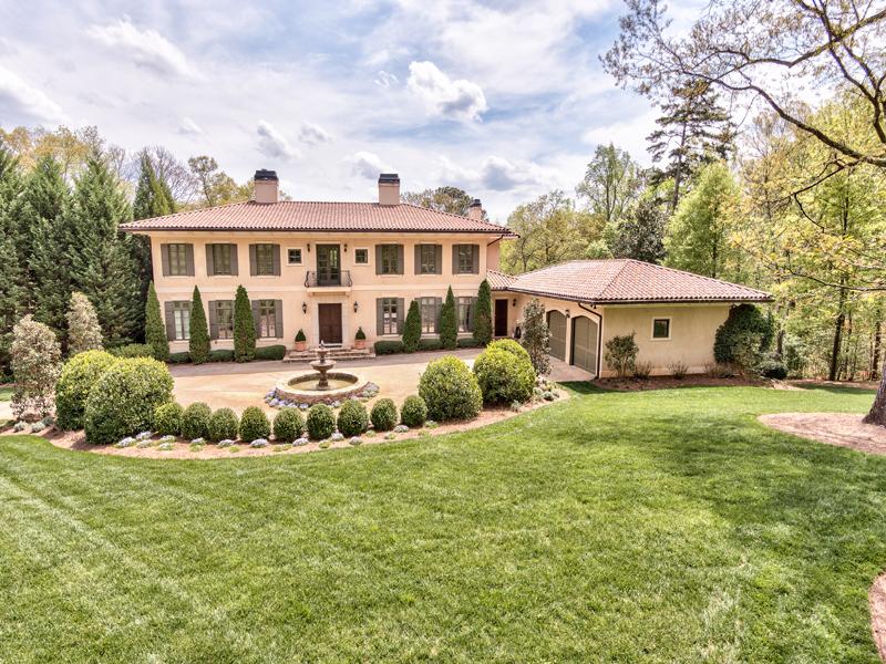 Частный односемейный дом для того Продажа на Elegant Mediterranean Two Acre Estate Inside The Perimeter 5215 Riverview Road Buckhead, Atlanta, Джорджия 30327 Соединенные Штаты