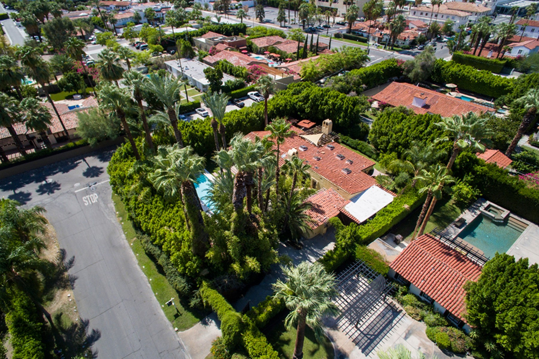 sales property at 811 North Avenida Olivos