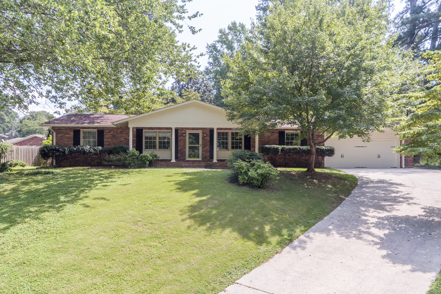 Tek Ailelik Ev için Satış at Lovely Four Sided Brick Ranch In Huntley Hills 4143 Commodore Drive Chamblee, Georgia, 30341 Amerika Birleşik Devletleri