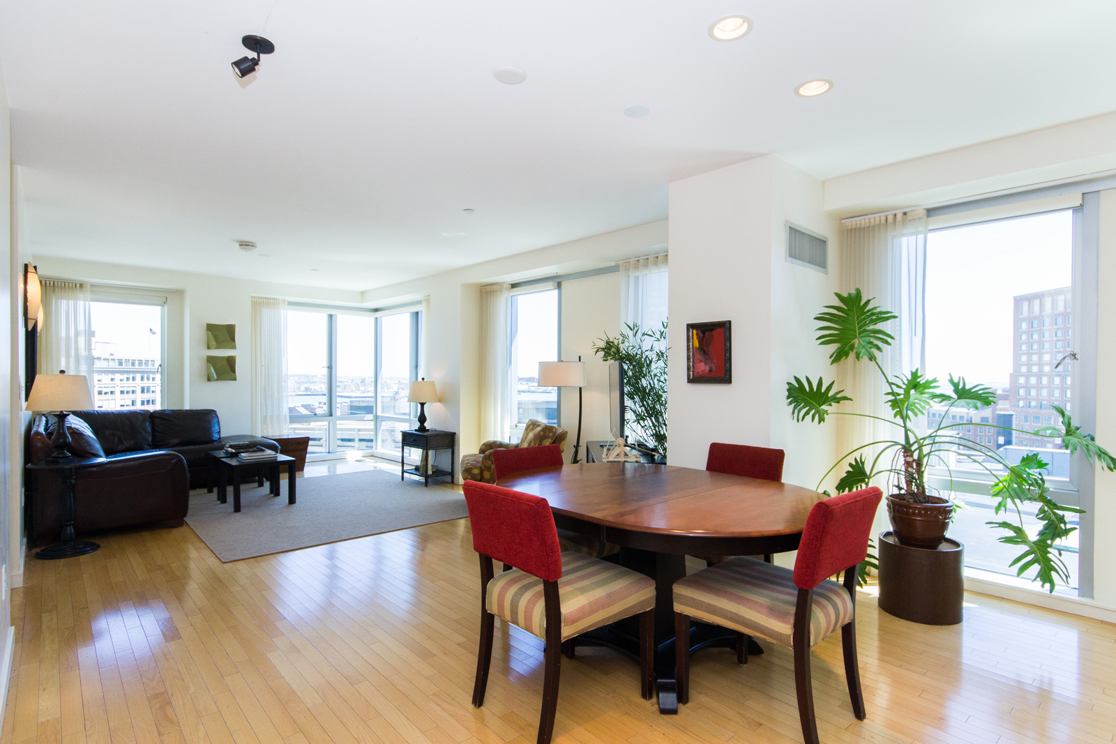 Кооперативная квартира для того Продажа на Highly Sought After Luxury Building 80 Broad Street PH 1203 Waterfront, Boston, Массачусетс, 02110 Соединенные Штаты