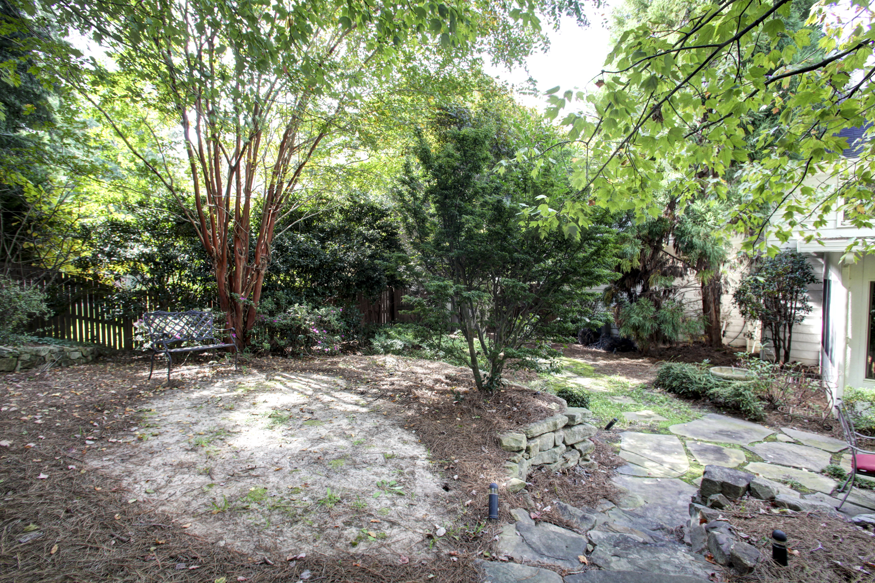 Additional photo for property listing at Beautiful Home With Gorgeous Backyard, Conveniently Located 4517 Weldon Drive SE Smyrna, 조지아 30080 미국