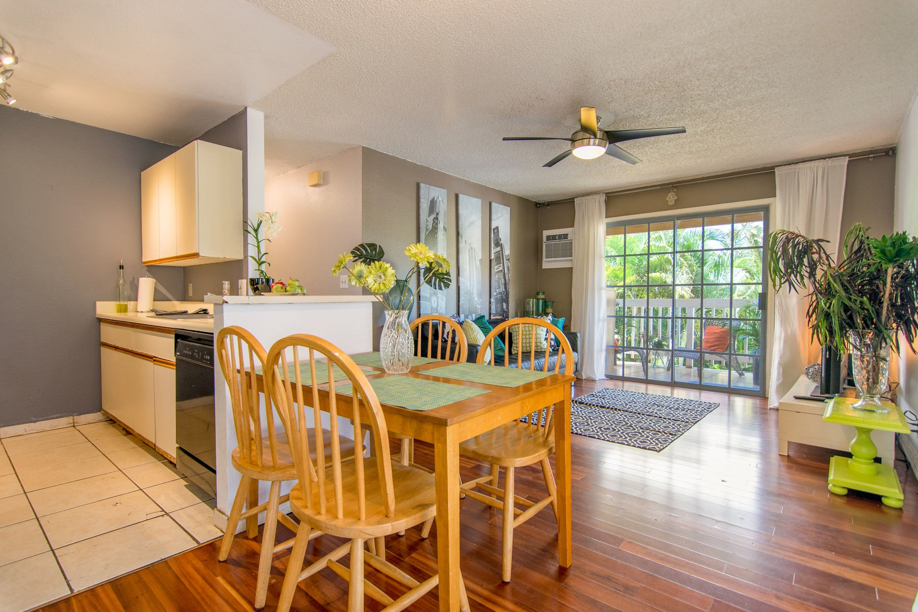 Condomínio para Venda às Upgraded Entry Level Condo 140 Uwapo Road, Kihei Villages 34-203 Kihei, Havaí 96753 Estados Unidos