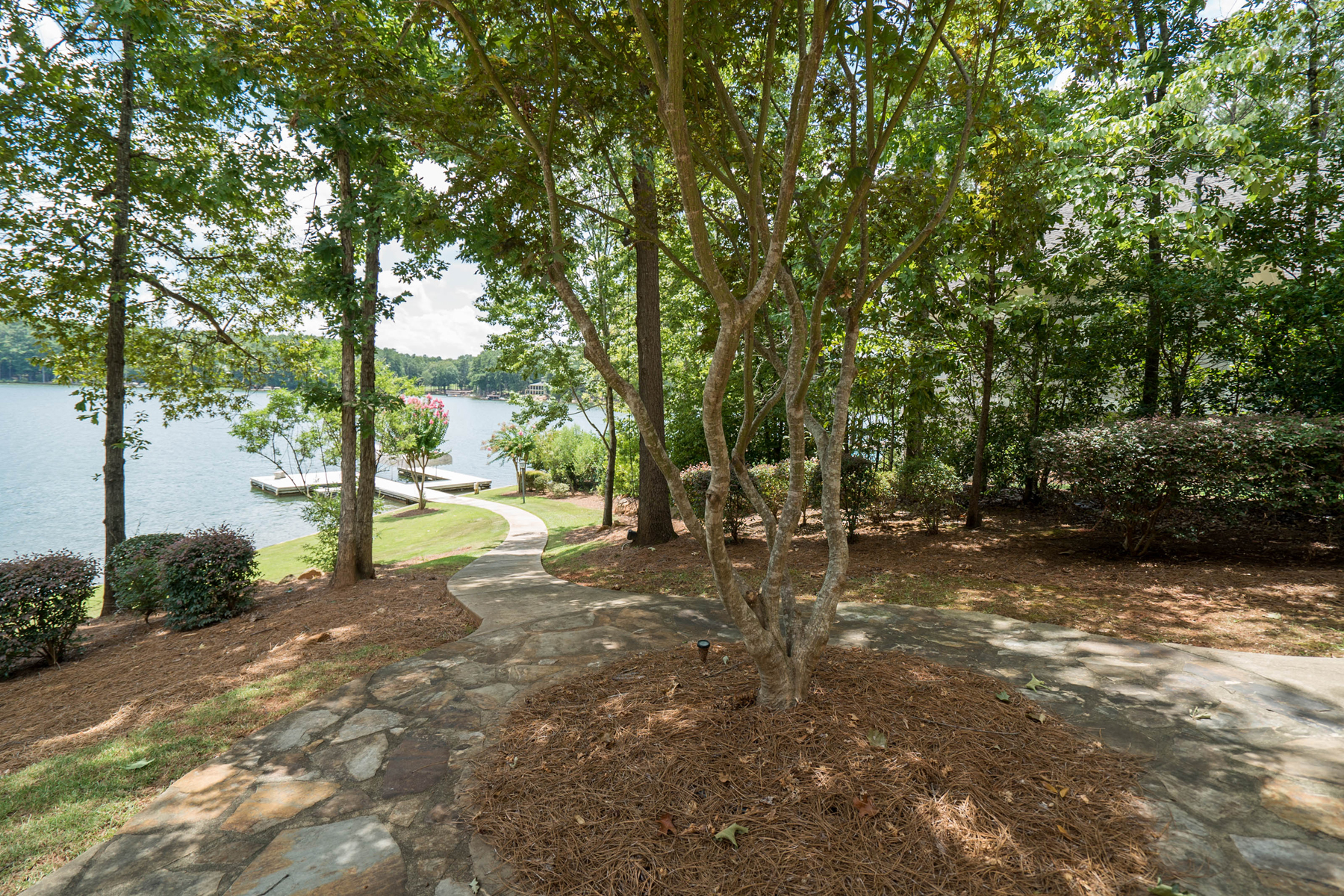 Additional photo for property listing at Gorgeous Custom Home On Lake Oconee 1020 Park House Lane Greensboro, Джорджия 30642 Соединенные Штаты
