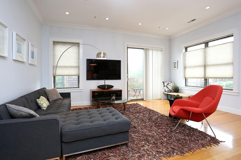 Copropriété pour l Vente à Contemporary 1 Bedroom Condo 88 B Street Unit 102 South Boston, Boston, Massachusetts 02127 États-Unis