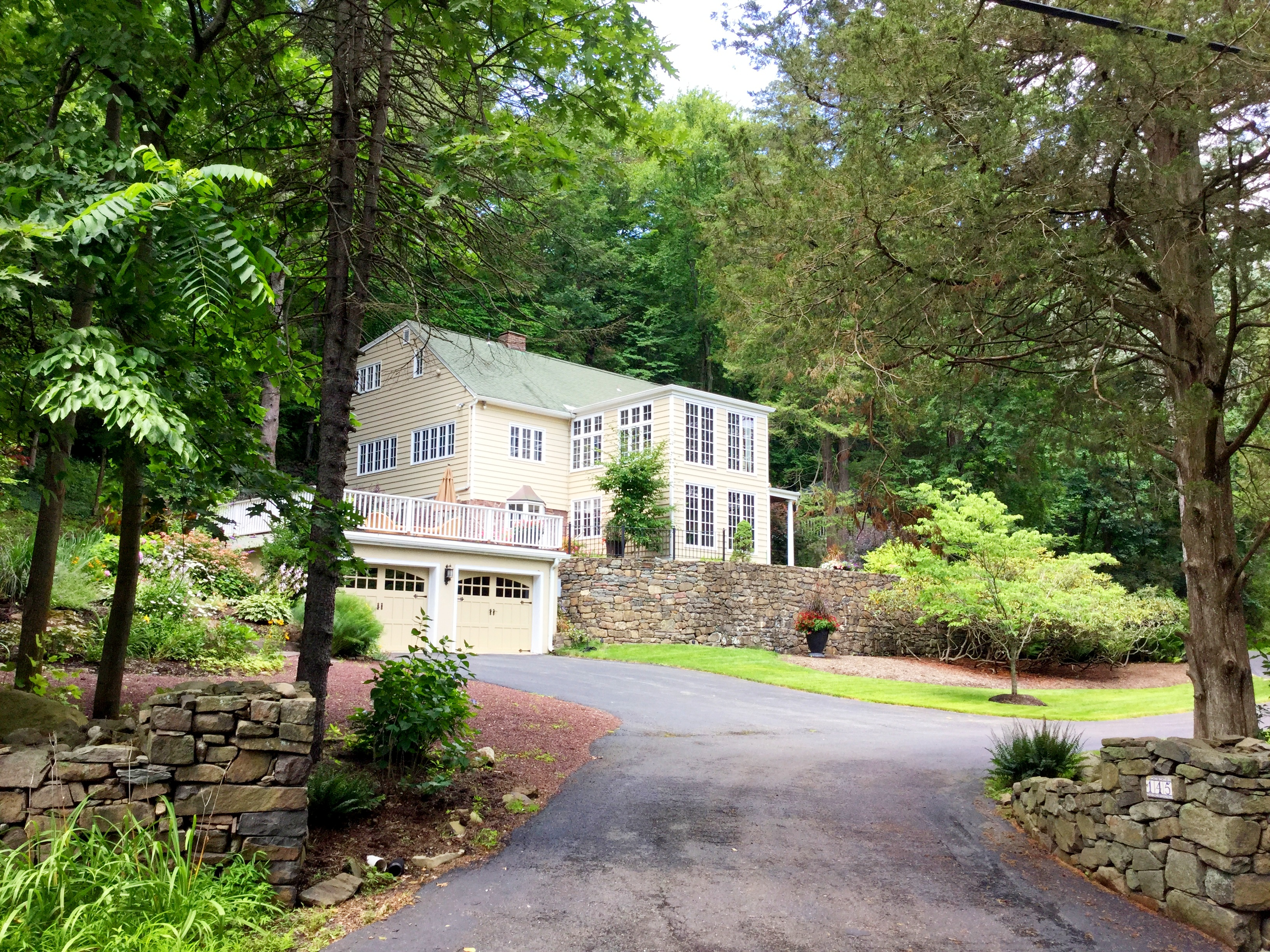 Single Family Home for Sale at Extraordinary Country Home 145 South Mountain Rd. New City, New York 10956 United States