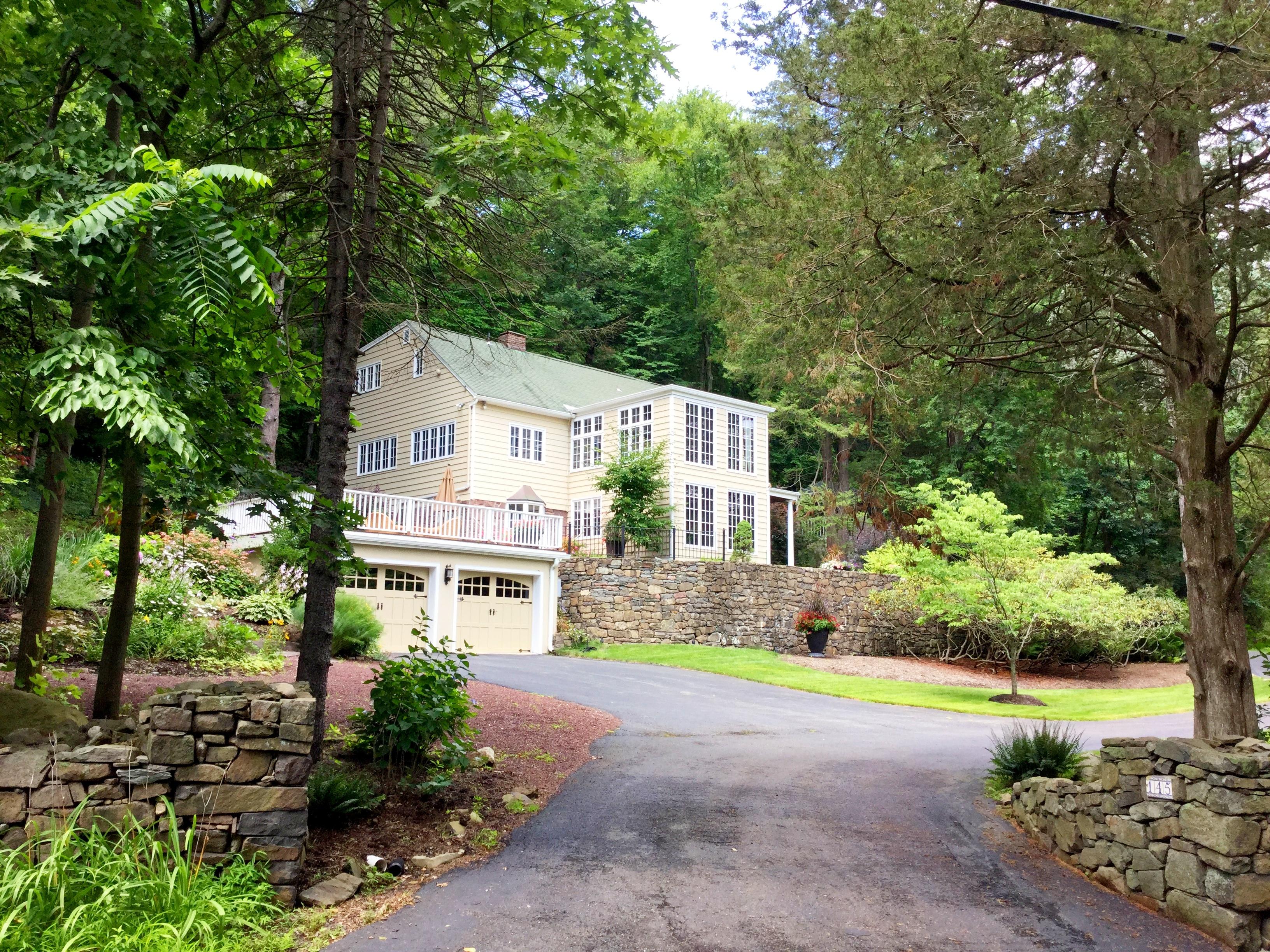 Частный односемейный дом для того Продажа на Extraordinary Country Home 145 South Mountain Rd. New City, Нью-Йорк 10956 Соединенные Штаты