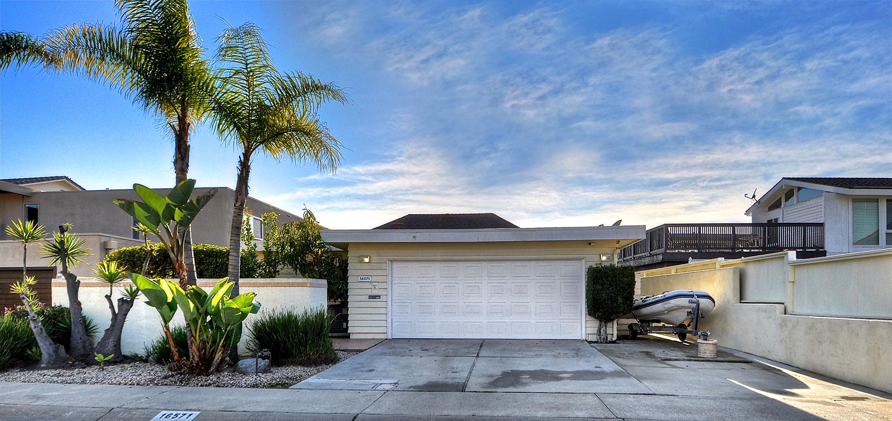 Casa para uma família para Venda às 16571 Ensign Huntington Beach, Califórnia, 92649 Estados Unidos