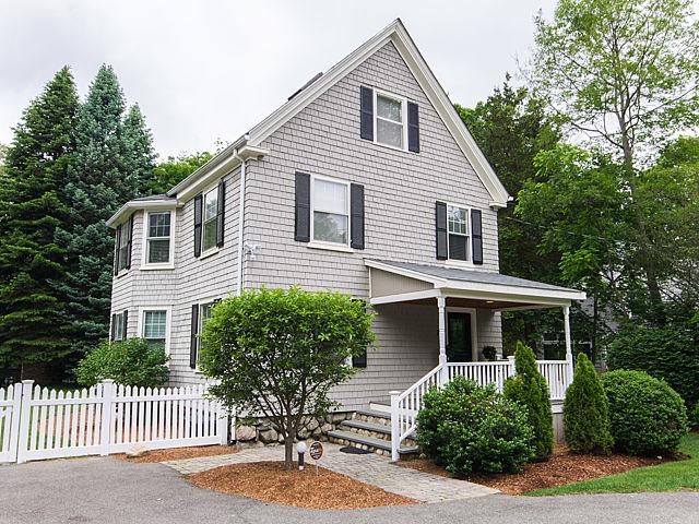 Moradia para Venda às Fabulous Four Bedroom 13 Highland Street Weston, Massachusetts 02493 Estados Unidos
