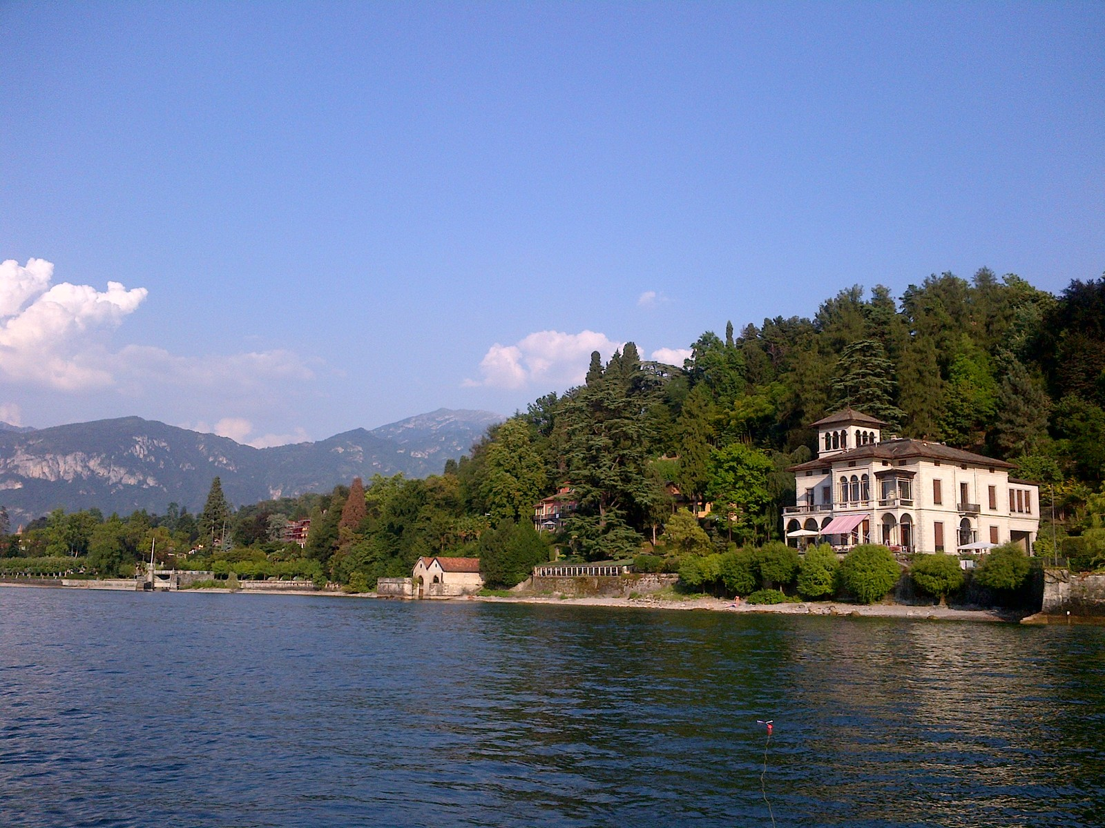 Additional photo for property listing at Magnificent villa Liberty pieds dans l'eau on Lake Como Via Beneficienza Bellagio, Como 22021 Italia