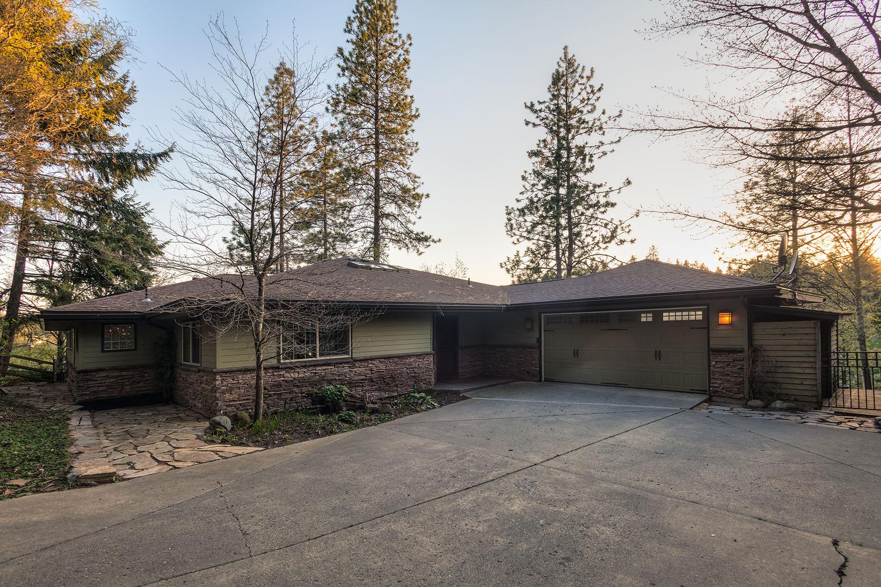 단독 가정 주택 용 매매 에 Avondale Lakefront Home 11525 N EASTSHORE DR Hayden, 아이다호 83835 미국