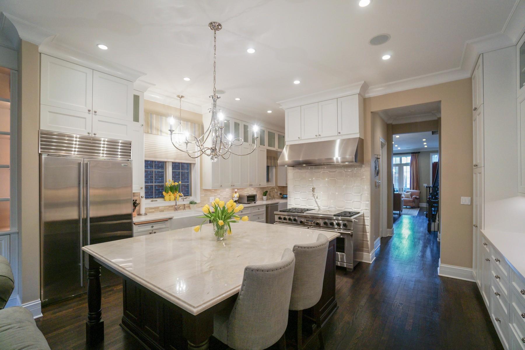 独户住宅 为 销售 在 Luxury Brick and Limestone Residence 1310 W Schubert Avenue Lincoln Park, 芝加哥, 伊利诺斯州, 60614 美国