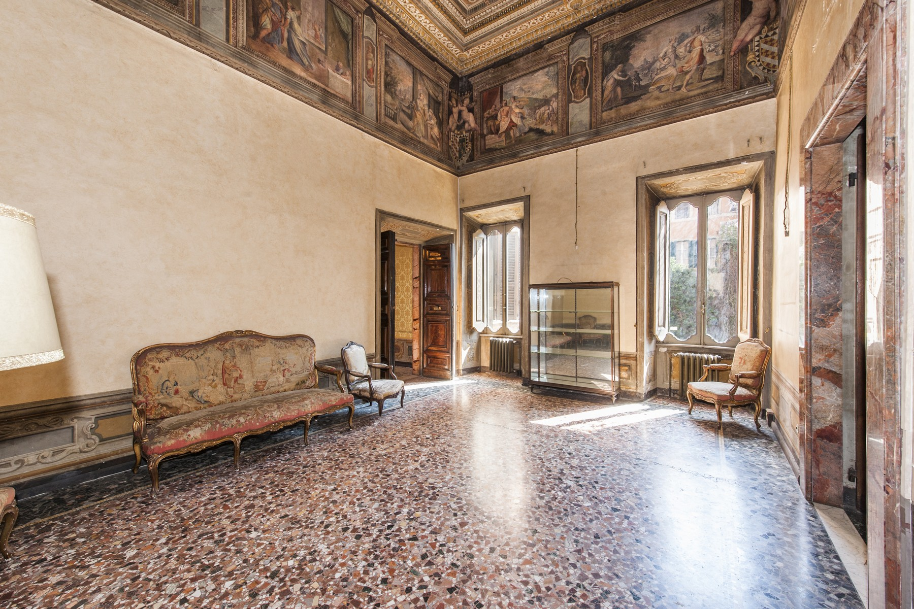 Additional photo for property listing at Palazzo Pecci Blunt at the Ara Coeli Rome, Rome Italien