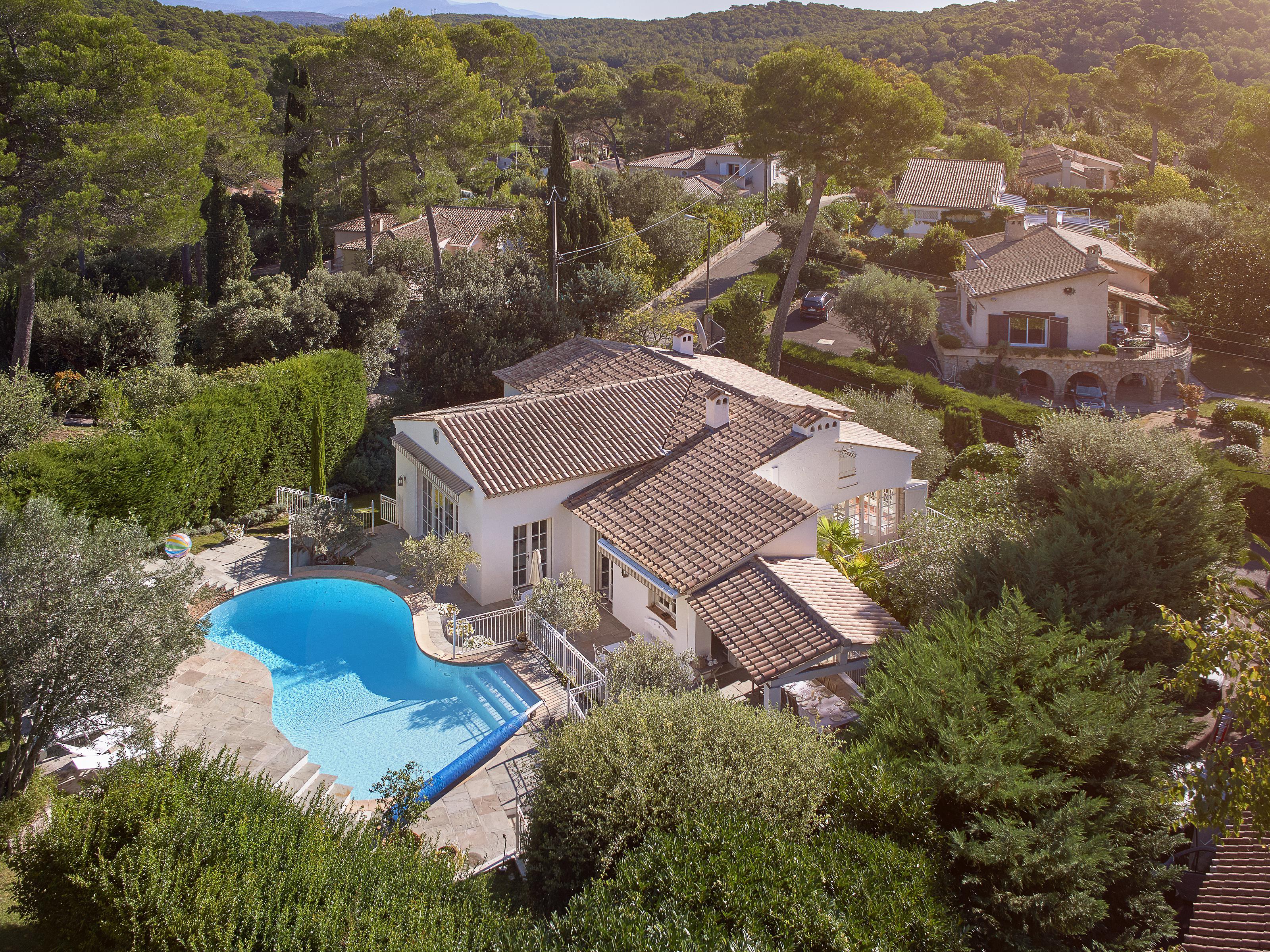 Villa per Vendita alle ore Private domain - Provençal style house Mougins Mougins, Provenza-Alpi-Costa Azzurra 06250 Francia