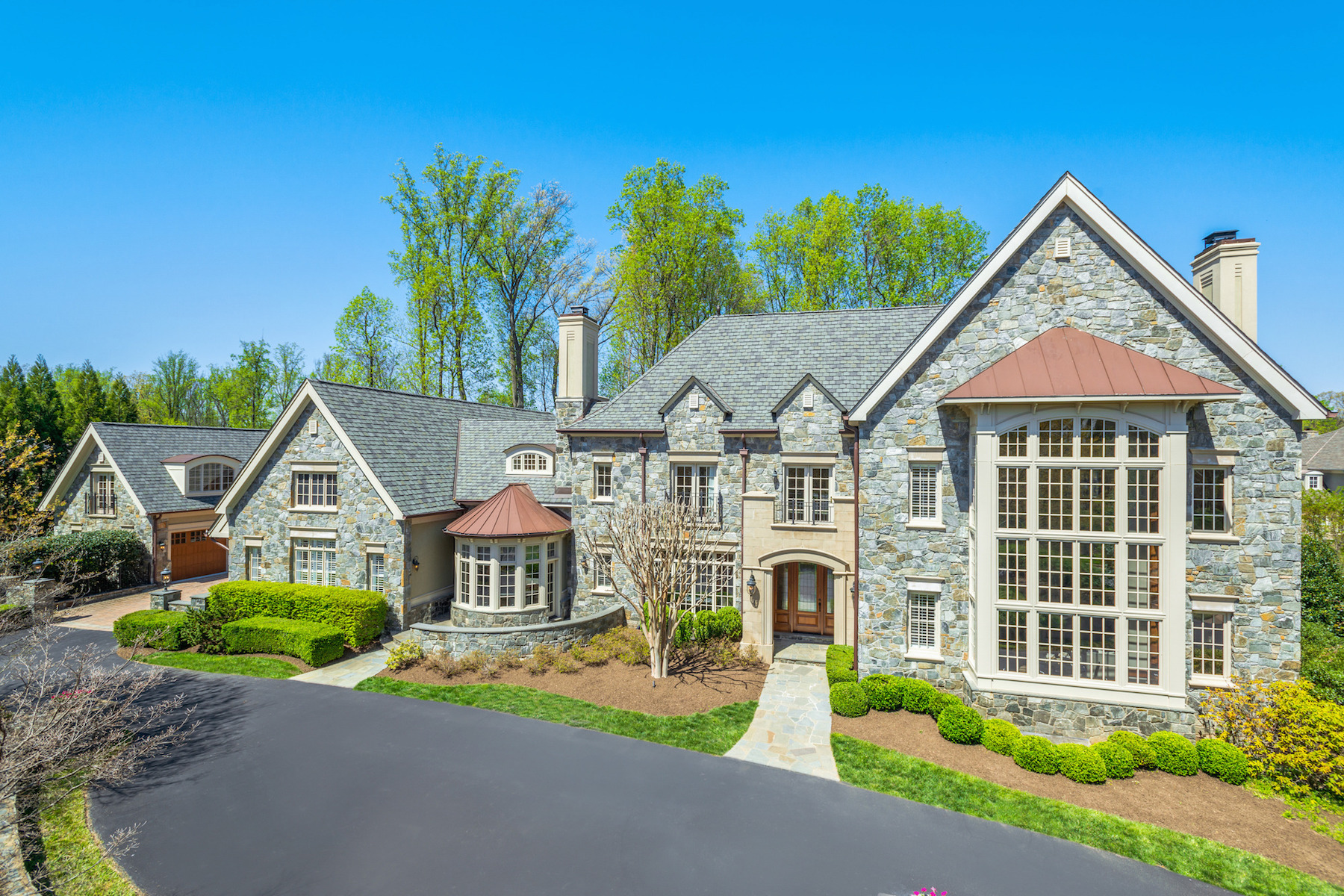 Casa Unifamiliar por un Venta en Masterpiece in The Reserve 1017 Founders Ridge Ln McLean, Virginia 22102 Estados Unidos