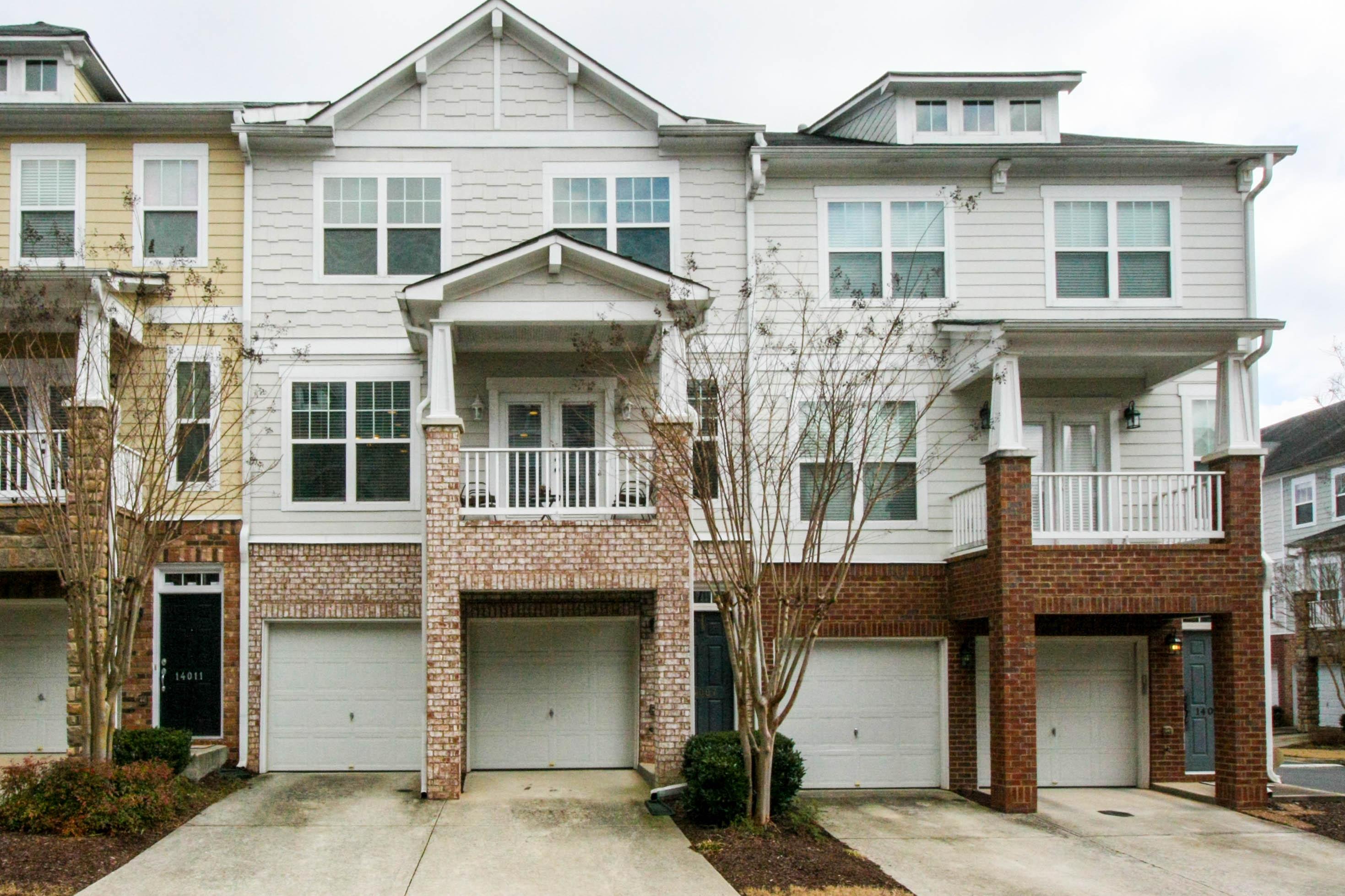 多棟聯建住宅 為 出售 在 Beautiful Townhome in Desirable Wyndham 14007 Portside Bend Alpharetta, 喬治亞州, 30004 美國