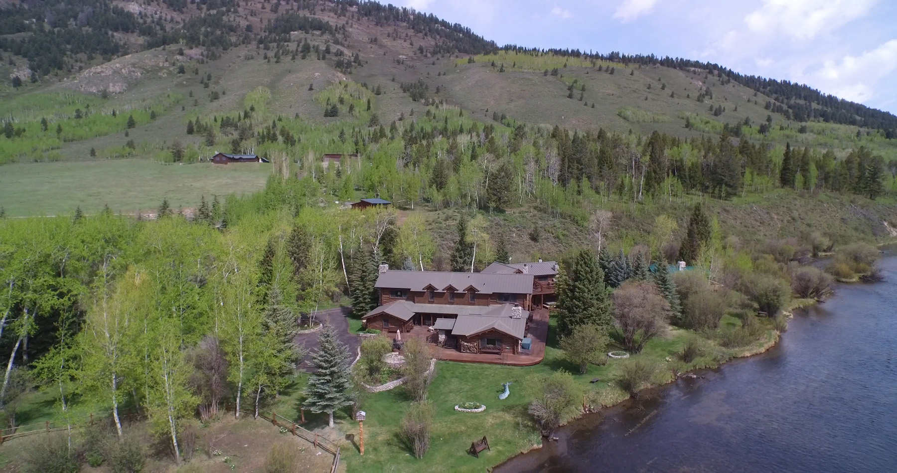 Casa Unifamiliar por un Venta en The Historic Lazy Moose Ranch 2455 N Fish Creek Road Wilson, Wyoming 83014 Estados Unidos