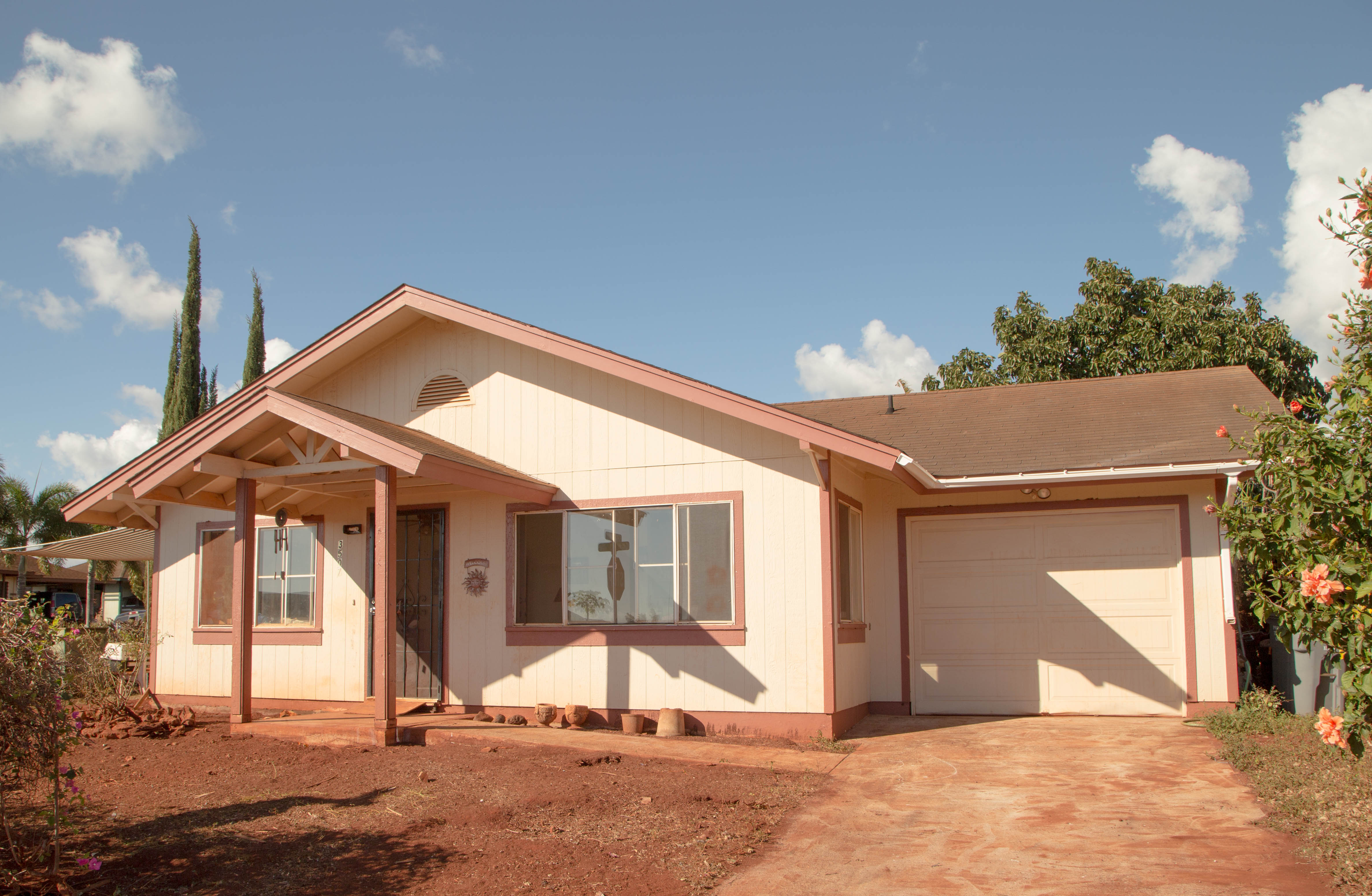 sales property at 3507 Uwao St.