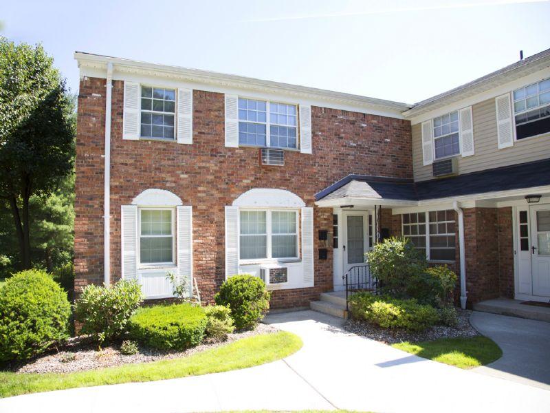 多棟聯建住宅 為 出售 在 Opportunity! 188 Doxbury Lane Suffern, 紐約州 10901 美國