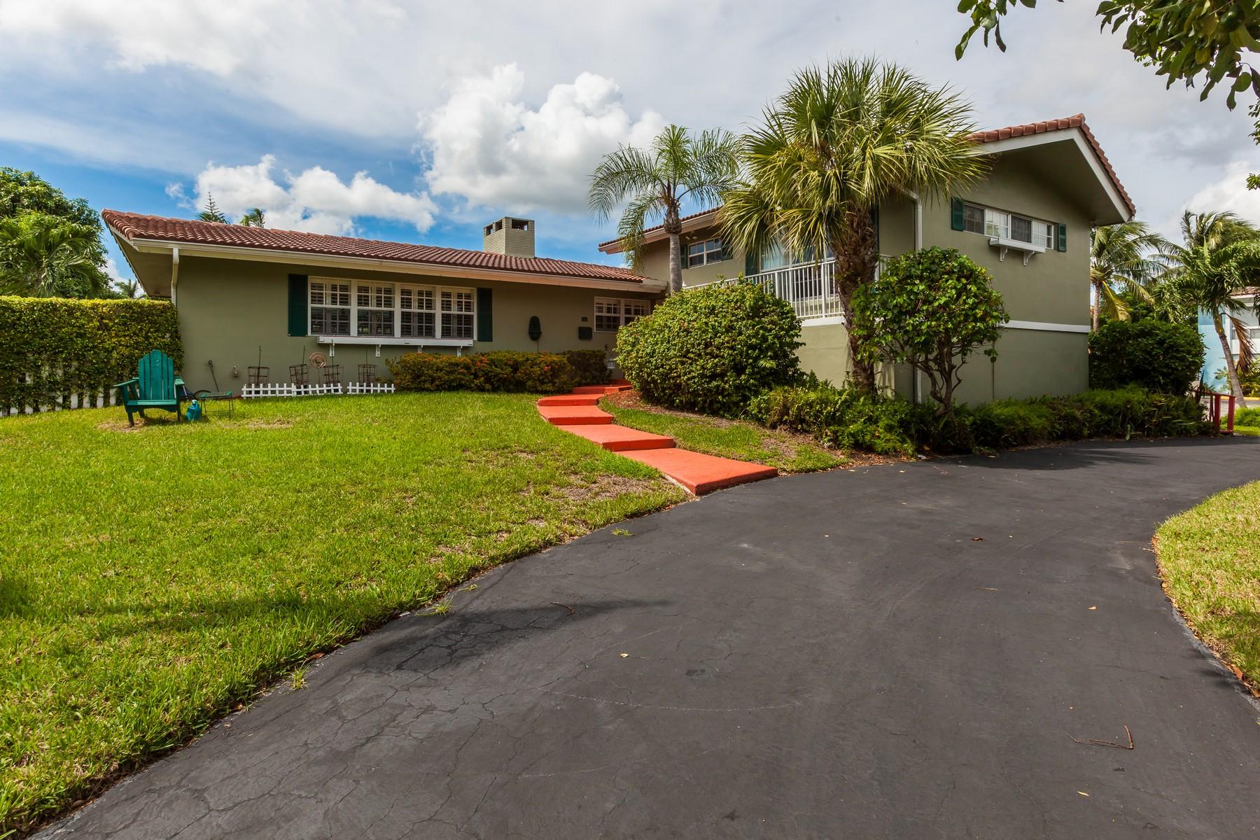 Maison unifamiliale pour l Vente à Pompano Beach Estates 145 SE 28 Ave Pompano Beach, Florida 33062 États-Unis