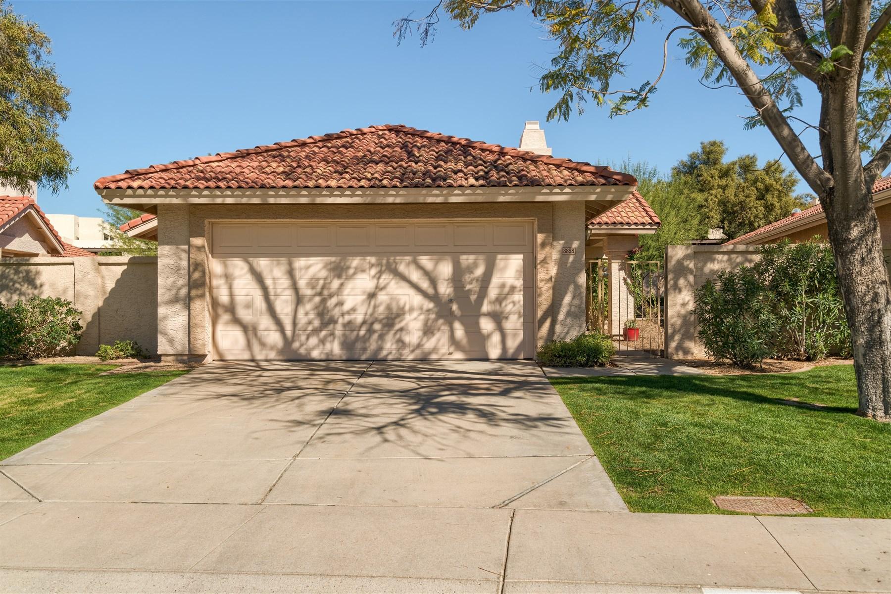 獨棟家庭住宅 為 出售 在 highly Home is in desirable Cactus Corridor 8858 E Sunnyside Dr Scottsdale, 亞利桑那州, 85260 美國