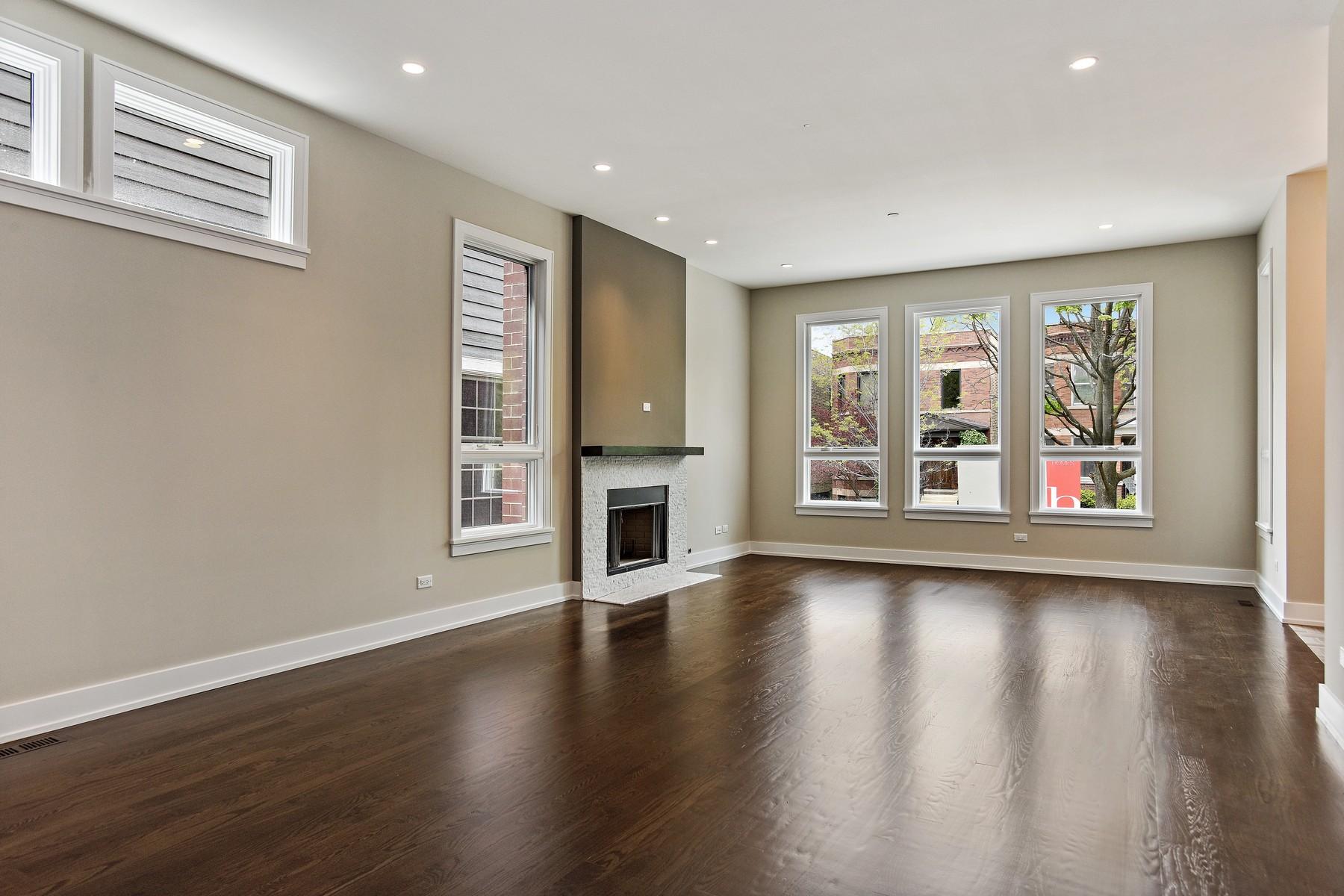 Maison unifamiliale pour l Vente à Absolutely Stunning! 3825 N Claremont Avenue North Center, Chicago, Illinois 60618 États-Unis