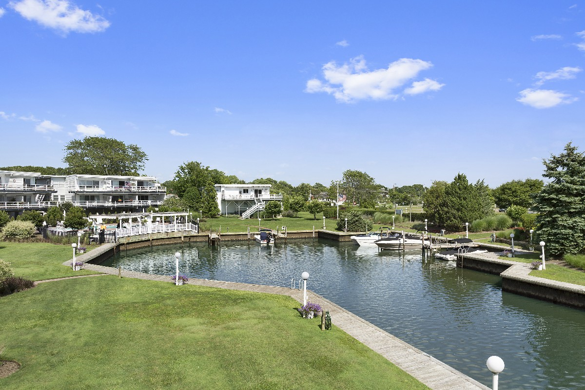 코압 용 매매 에 One of a Kind Waterfront Duplex 35 Library Avenue, Unit 7K Westhampton Beach, 뉴욕, 11978 미국