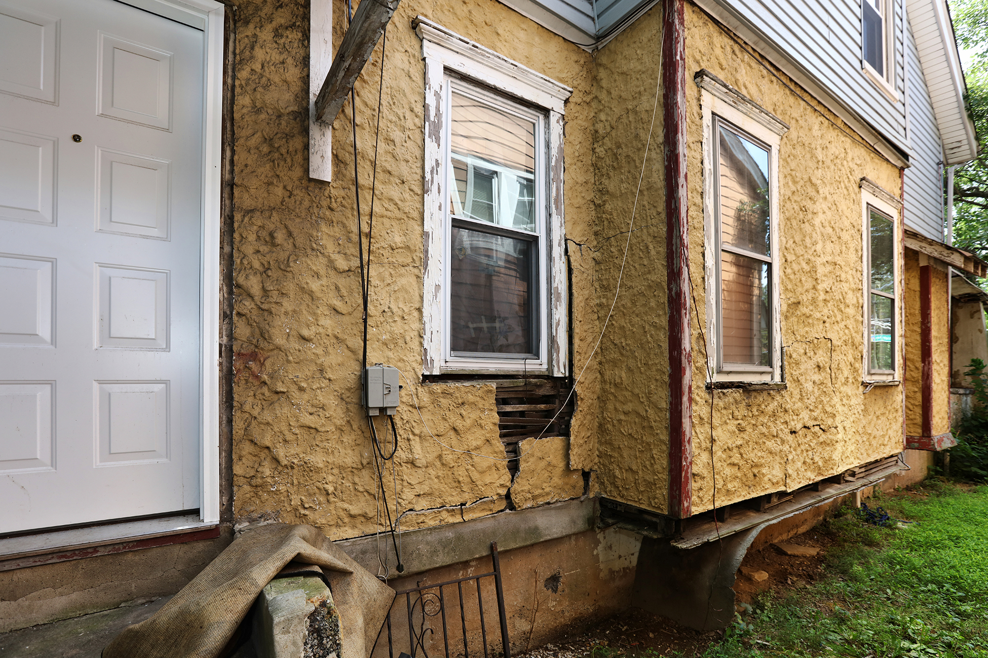 Additional photo for property listing at Opportunity Knocks at Well-Priced Ewing Township Property 1410 Pennington Road Trenton, New Jersey 08618 États-Unis