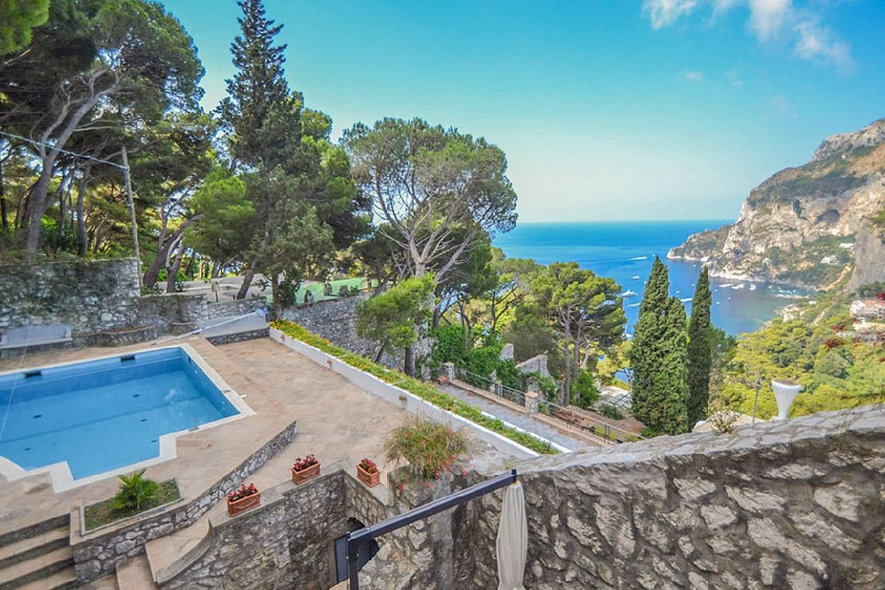 Vivienda unifamiliar por un Venta en Magnificent panoramic villa Capri, Naples Italia