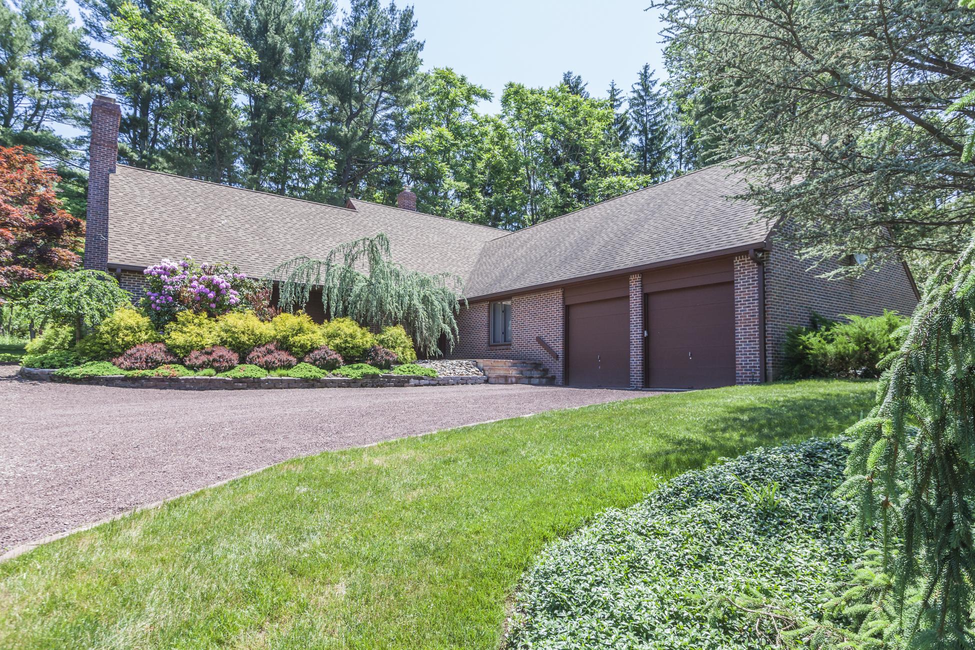 Maison unifamiliale pour l Vente à Sophisticated Princeton Contemporary 46 Florence Lane Princeton, New Jersey 08540 États-Unis