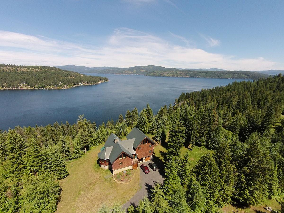 Casa Unifamiliar por un Venta en Lake & mtn views from log home retreat Coeur D Alene, Idaho 83814 Estados Unidos