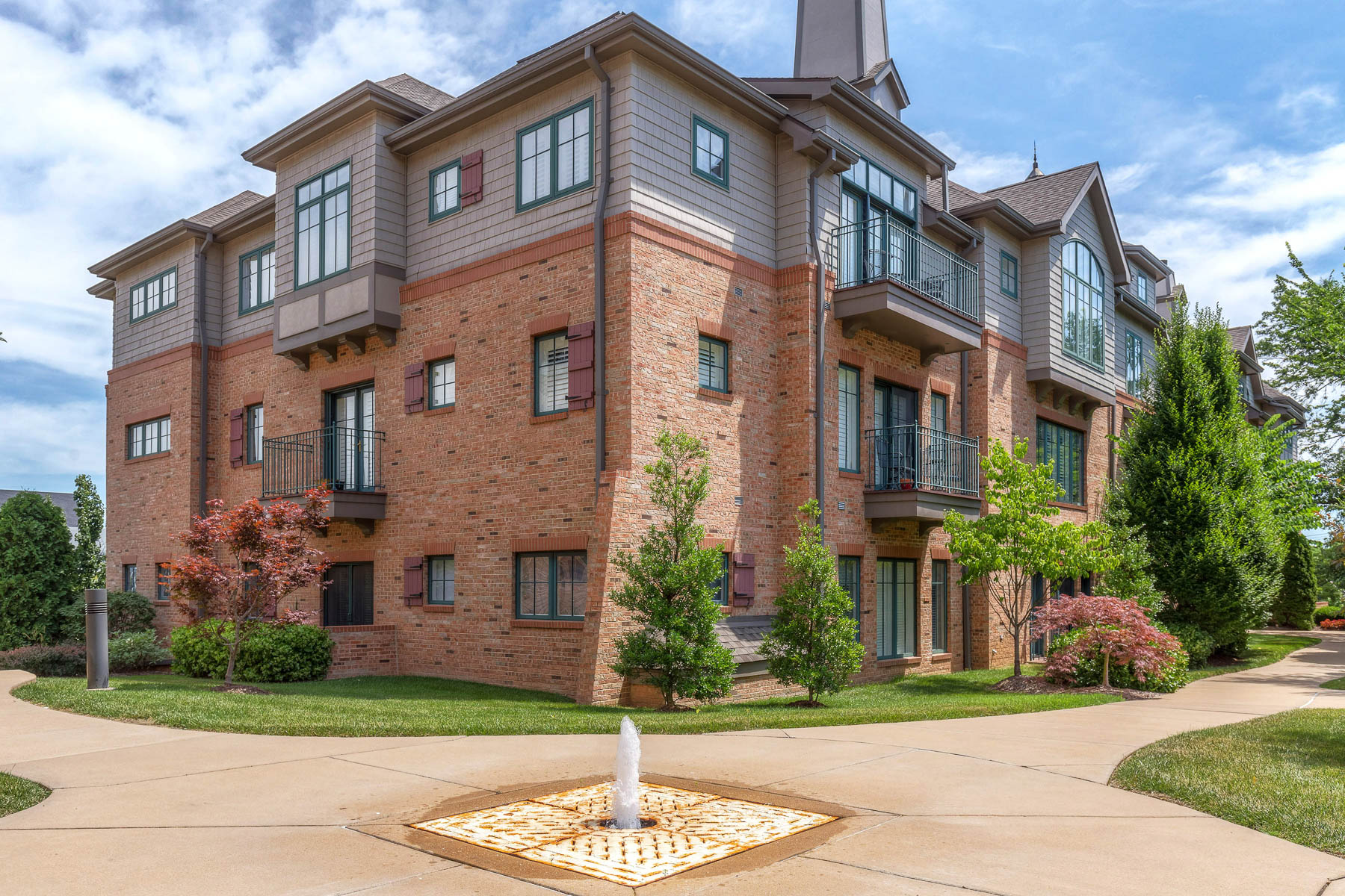 Condominio por un Venta en East Clinton 129 East Clinton #3C&D Kirkwood, Missouri, 63122 Estados Unidos